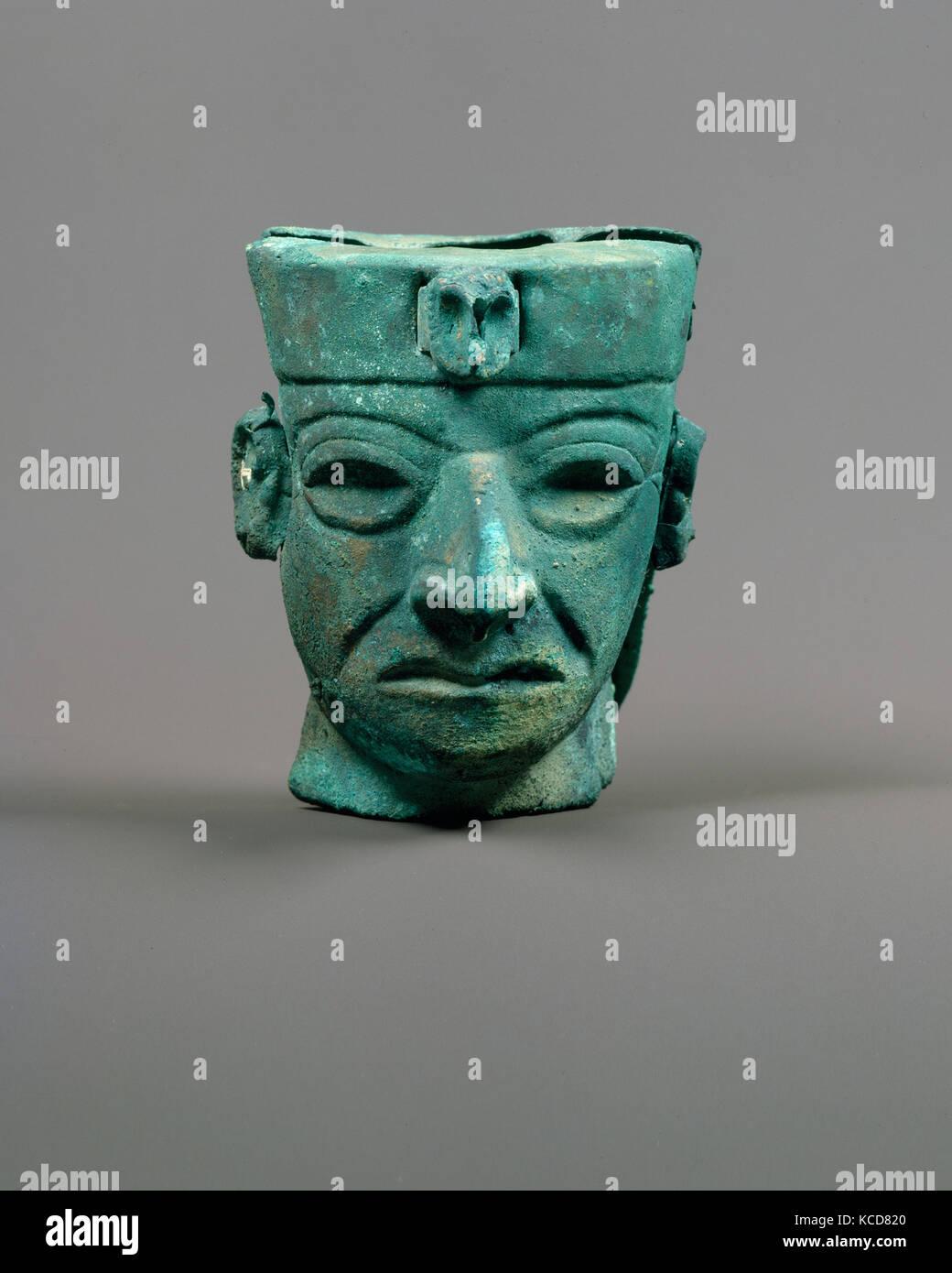 Head ornament, 390–450, Peru, Moche (Loma Negra), Gilded copper, H. 3 1/2 in. (9 cm), Metal-Ornaments - Stock Image