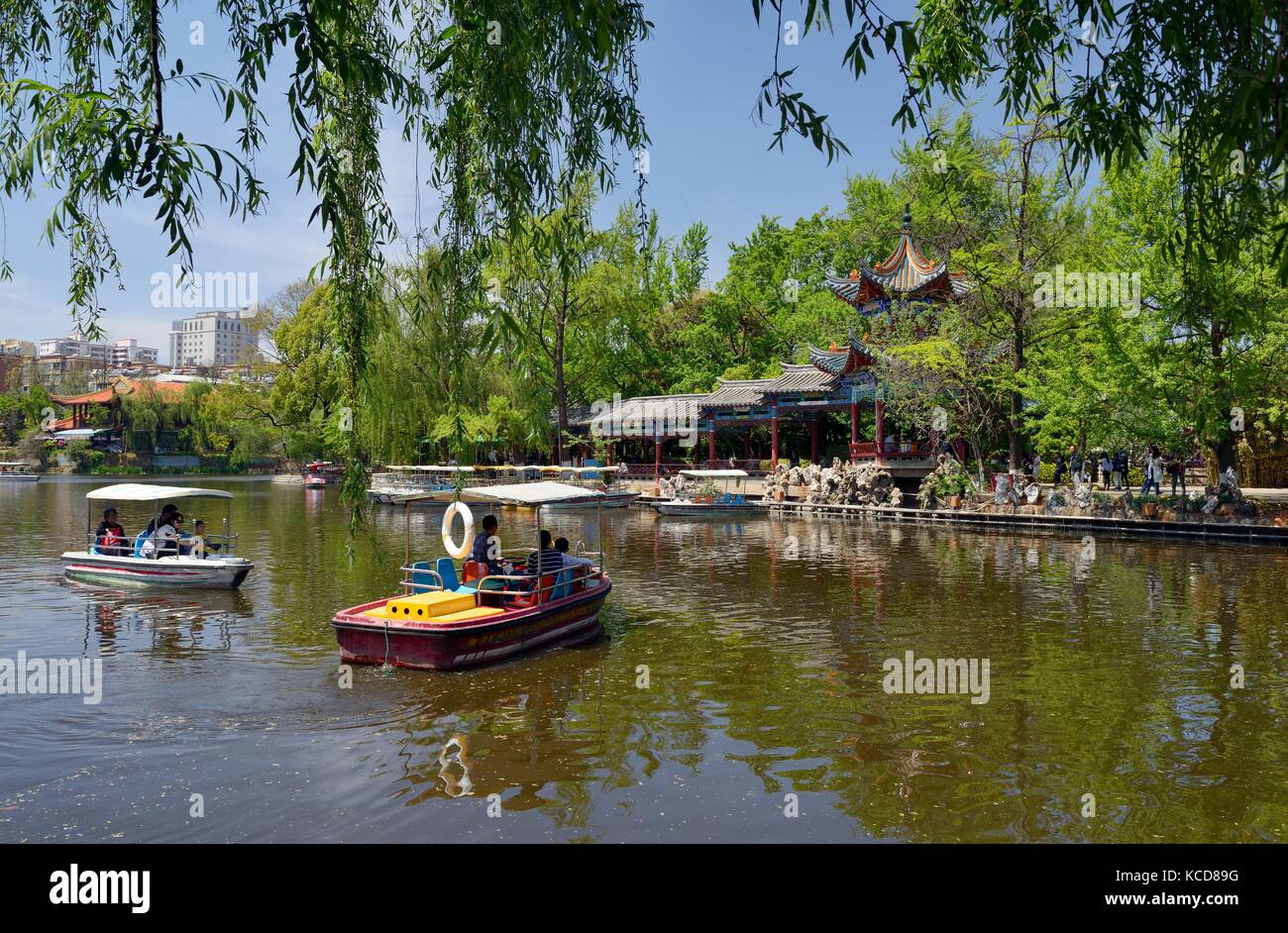 Green Lake Park in the city of Kunming dates from the Qing Dynasty. Boating and lakeside pavilions. Yunnan Province, - Stock Image