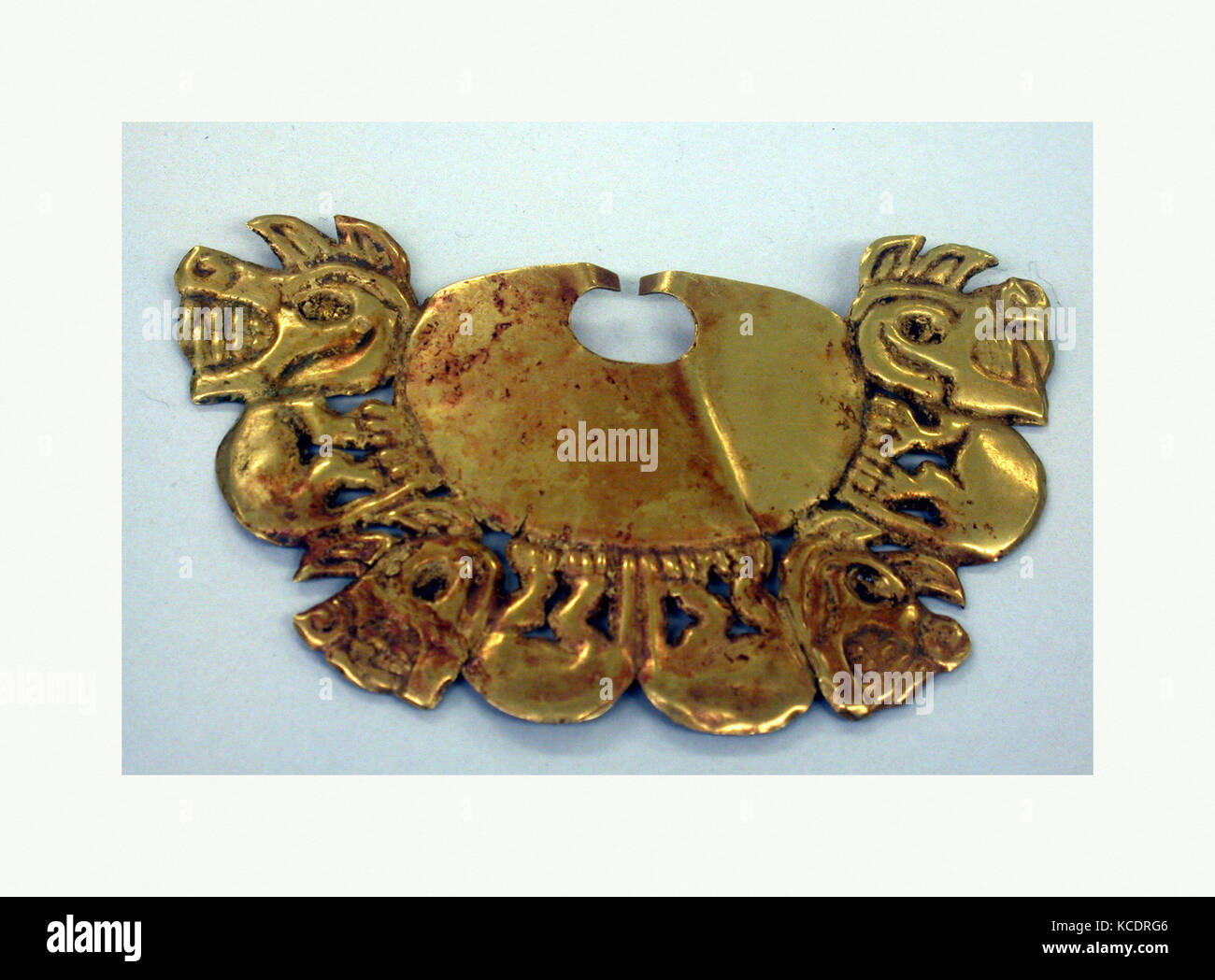 Nose Ornament, 390–450, Peru, Moche (Loma Negra), Gold, H. 1 7/8 x W. 2 7/8 x D. 1/4 in. (4.8 x 7.3 x 0.6 cm), Metal - Stock Image