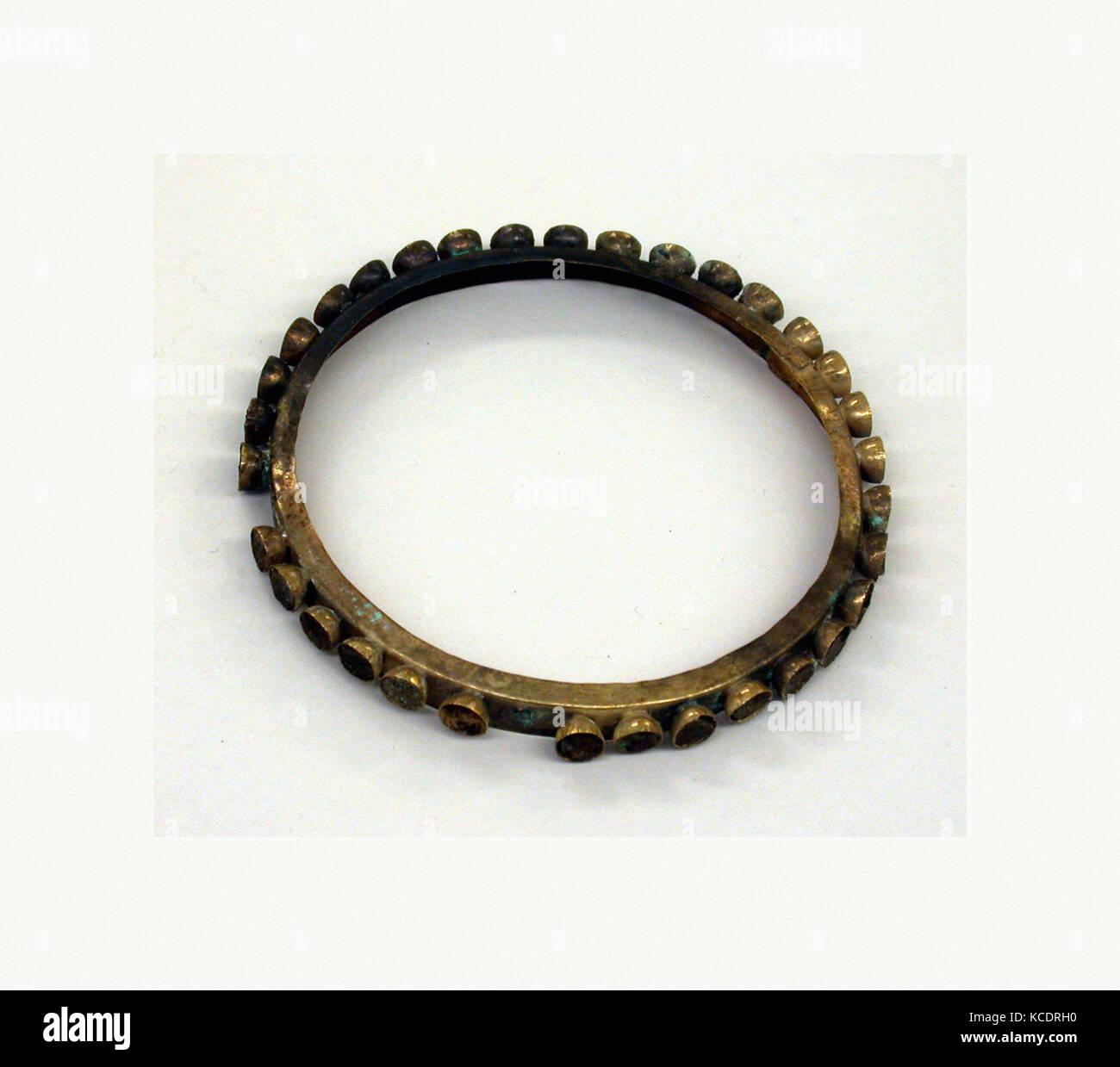 Earflare Rim, 390–450, Peru, Moche (Loma Negra), Gold, stone, Diam. 3 1/2 in. (8.9 cm), Metal-Ornaments - Stock Image