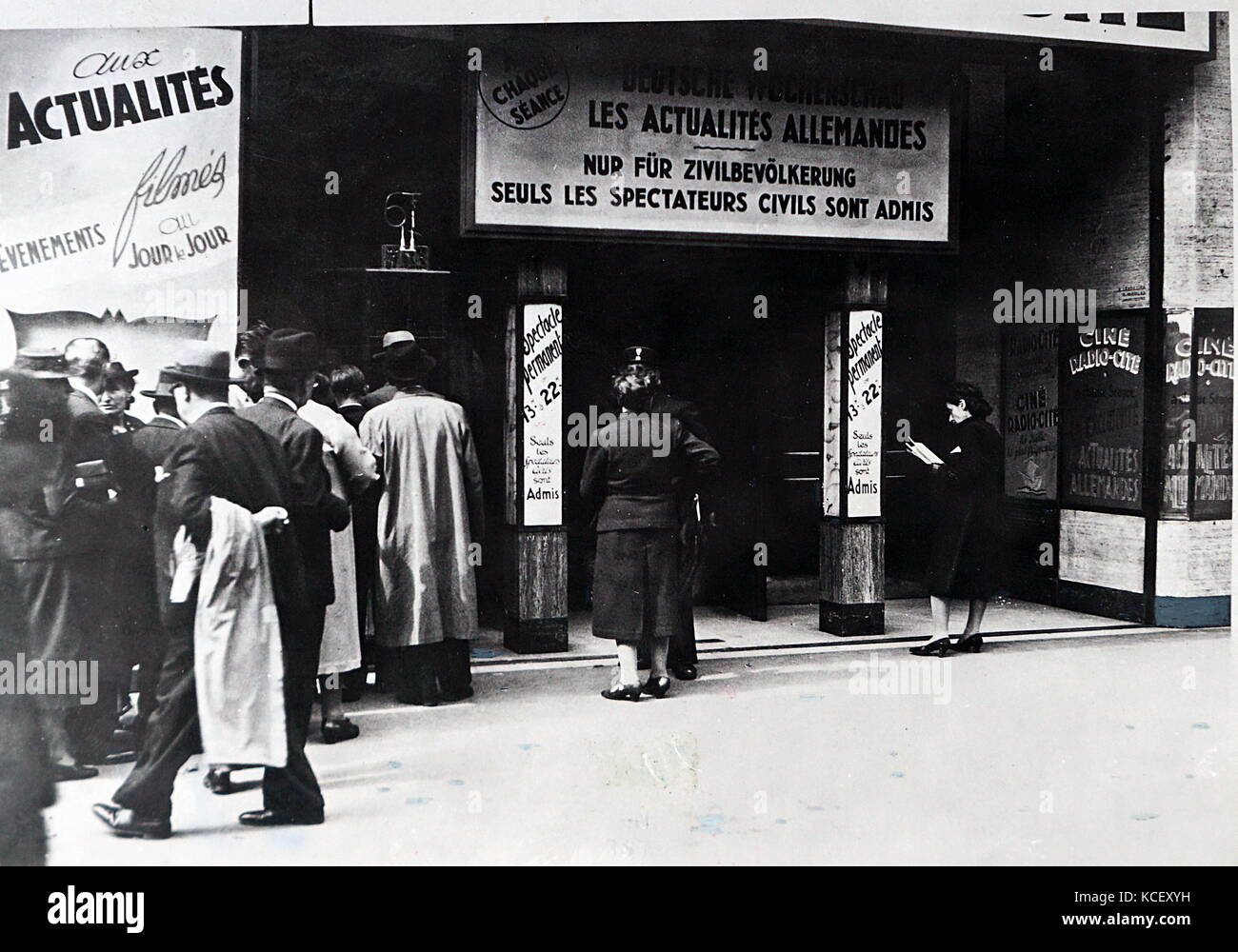 Photograph of a cinema in Paris in German occupied France. Dated 20th Century - Stock Image