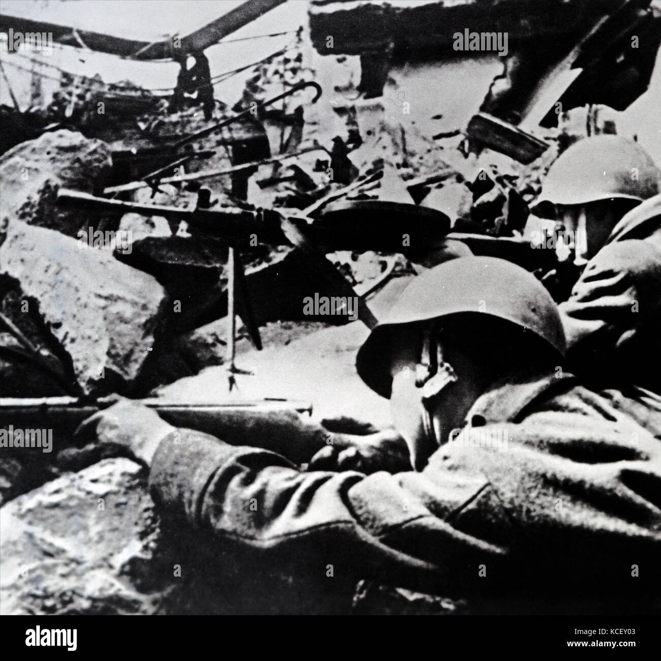 Photograph of Soviet Red Army soldiers during a street battle during the Siege of Berlin which helped bring on the - Stock Image