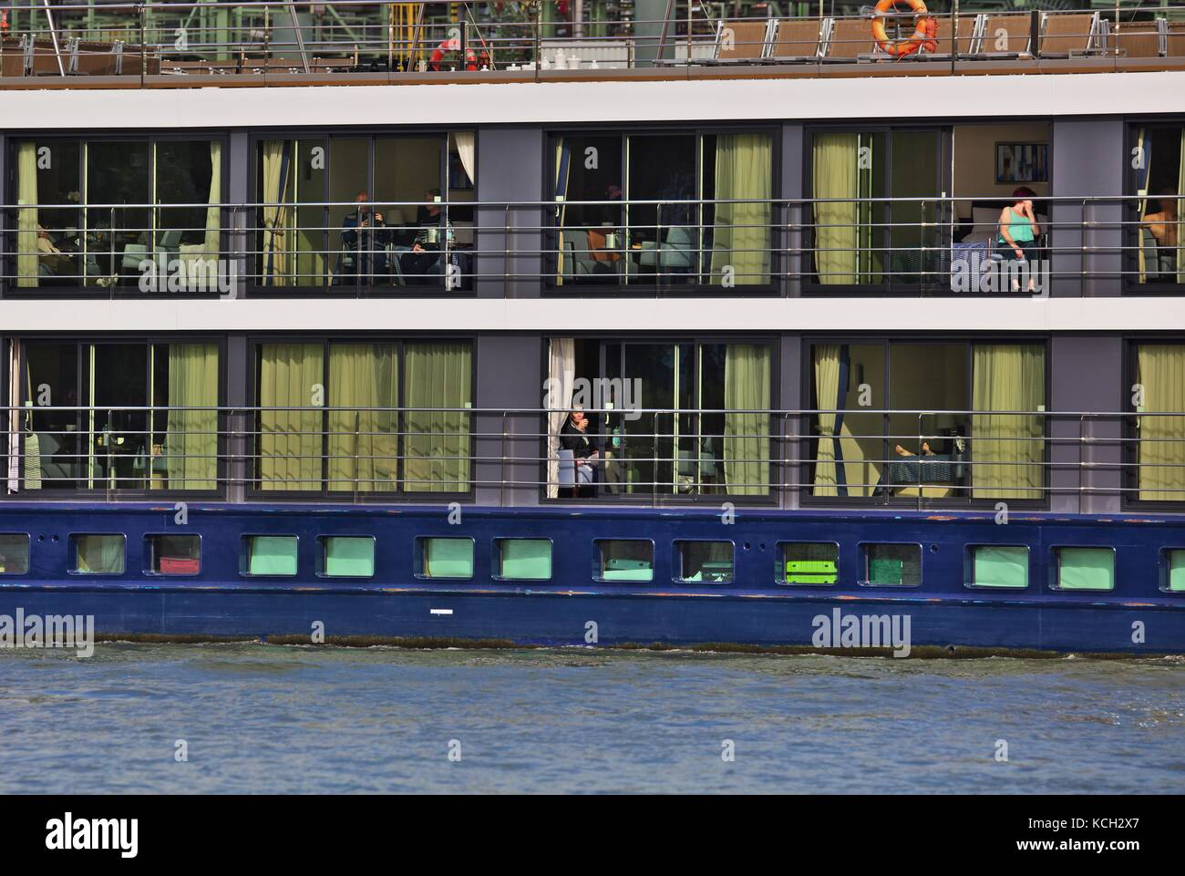 river-cruise-ship-near-cologne-KCH2X7.jp