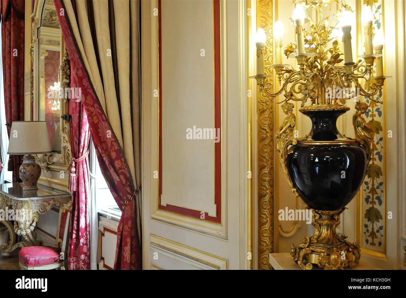 Golden ornaments at Lyons Central Townhall, Lyon (France) - Stock Image
