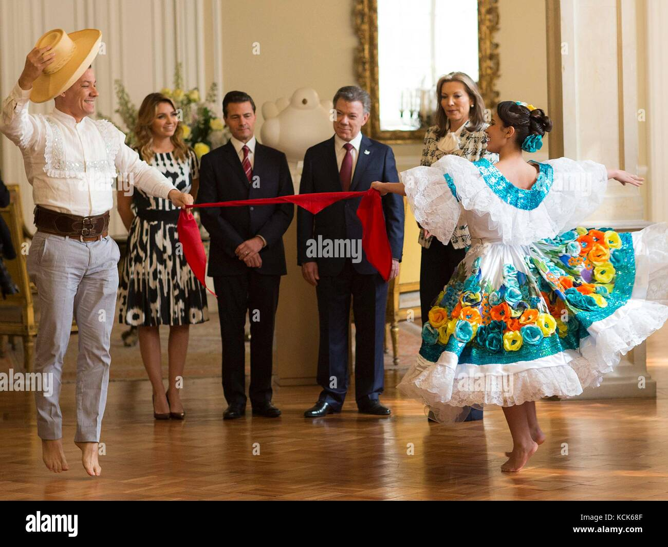Traditional Colombian dancers perform the Cumbia dance for Mexican President Enrique Pena Nieto (left) and Colombian - Stock Image