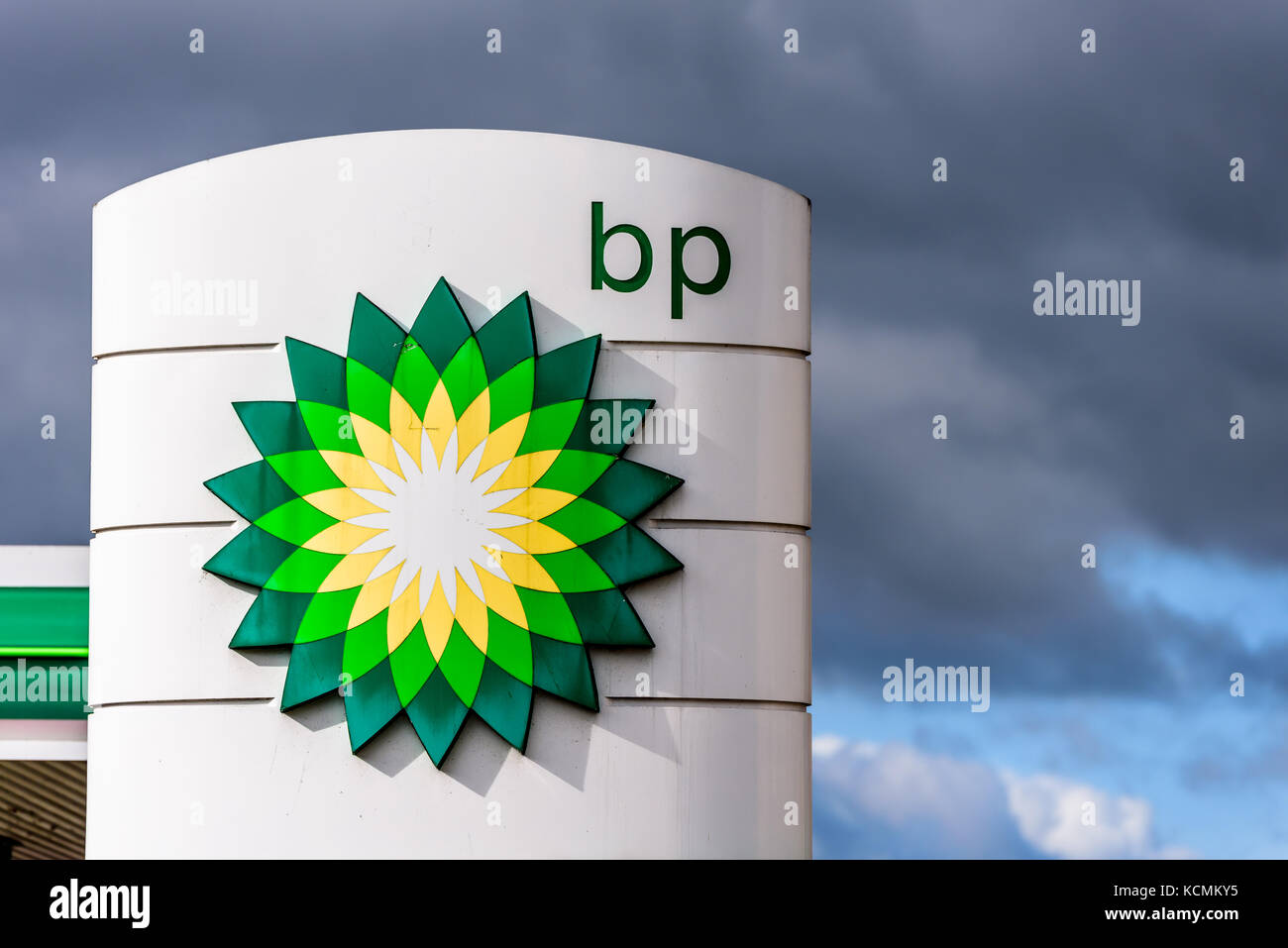 british petroleum s corporate philosophy and the What's bp's social responsibility and the communitarian philosophy behind it compare the action of bp with the american company.