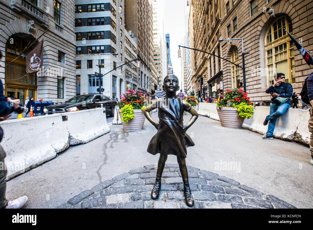 Fearless Girl, bronze sculpture by Kristen Visbal, downtown Manhattan, New York City - Stock Image