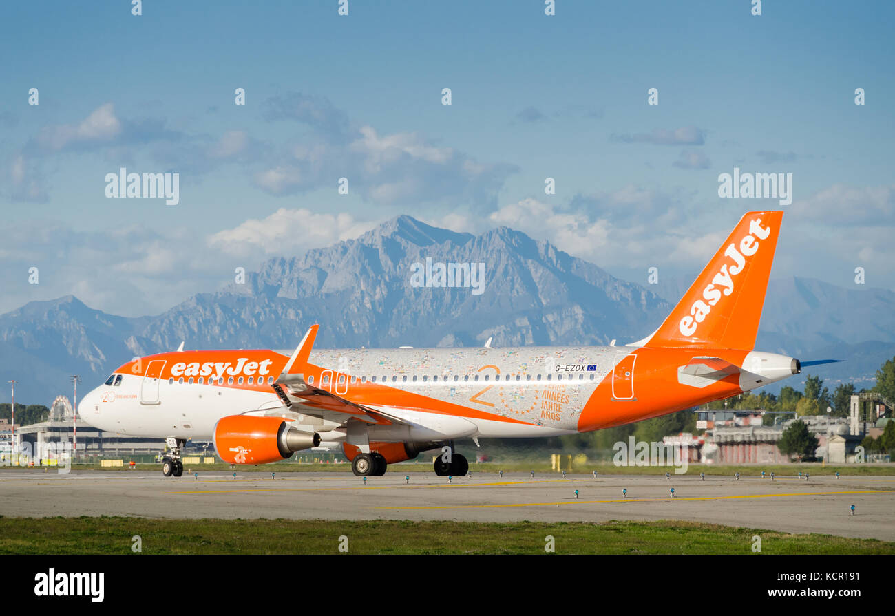 an-easyjet-airbus-a320-214-taxiing-at-milans-linate-airport-the-airplane-KCR191.jpg