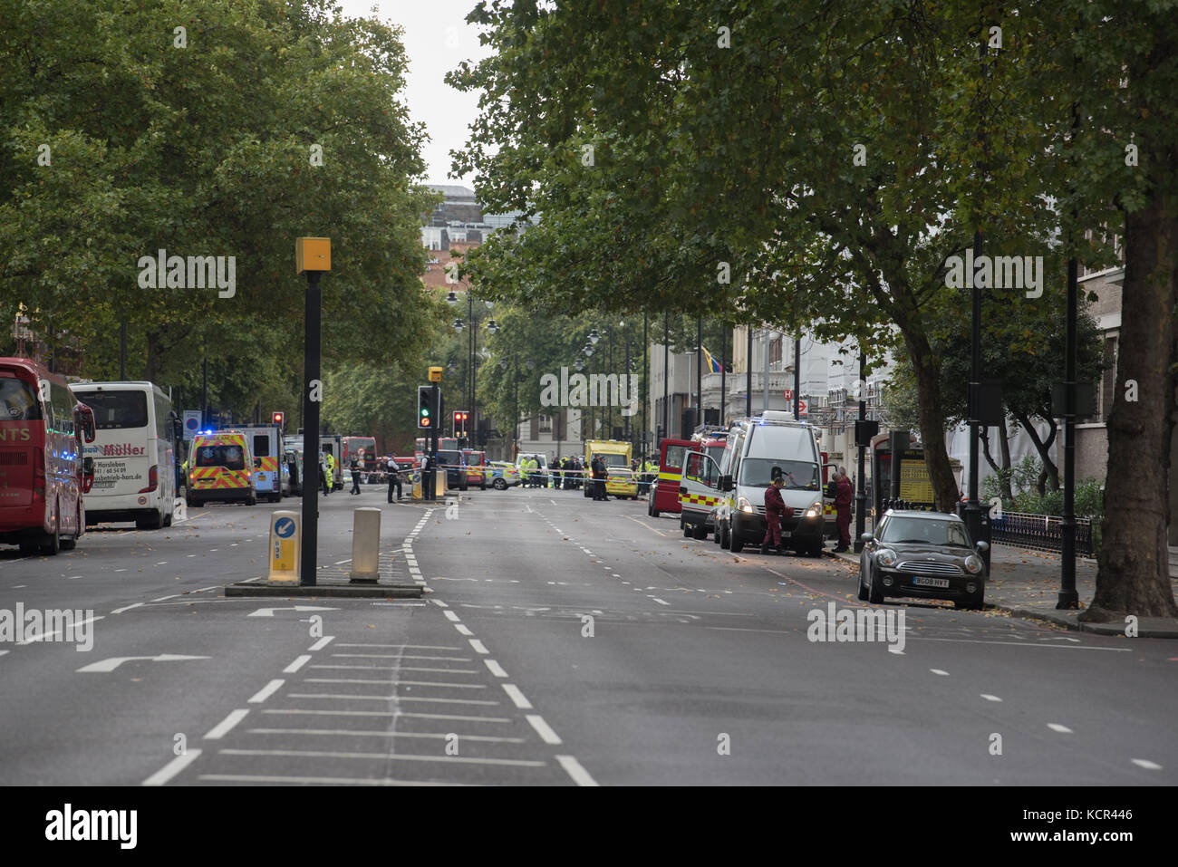 London, UK. 7th Oct, 2017. Multiple injuries reported in on-going police incident outside London's V & A - Stock Image
