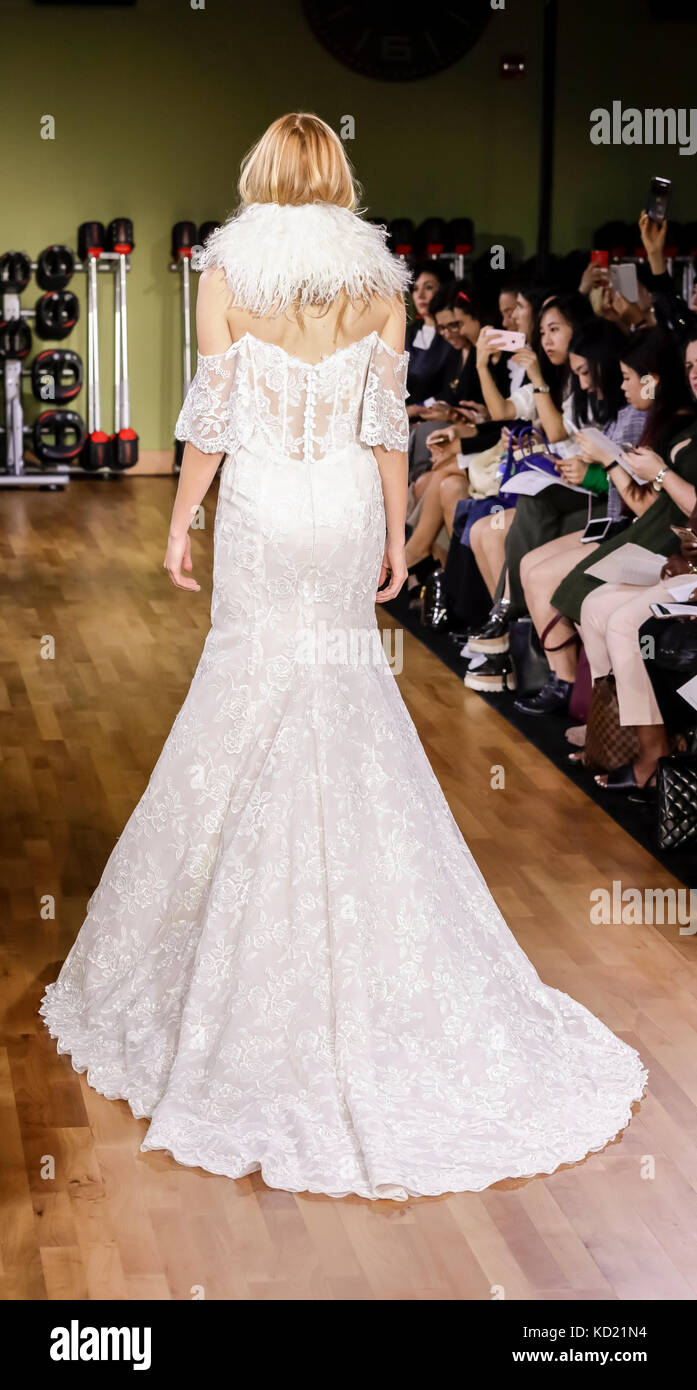 New York, NY, USA - October 6, 2017: A model walks runway for RIVINI & Alyne Fall/Winter 2018 Bridal Collection - Stock Image