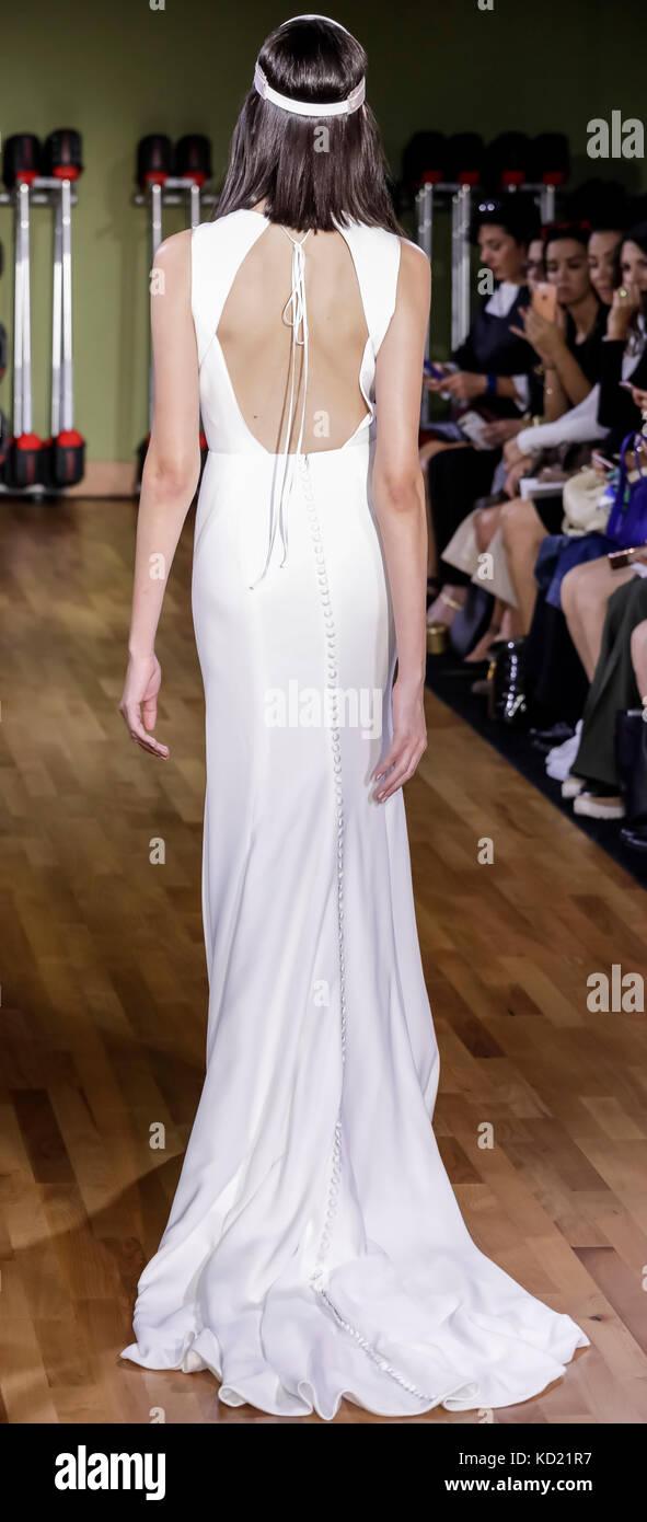New York, NY, USA - October 6, 2017: A model walks runway for RIVINI & Alyne Fall/Winter 2018 Bridal Collection - Stock Image