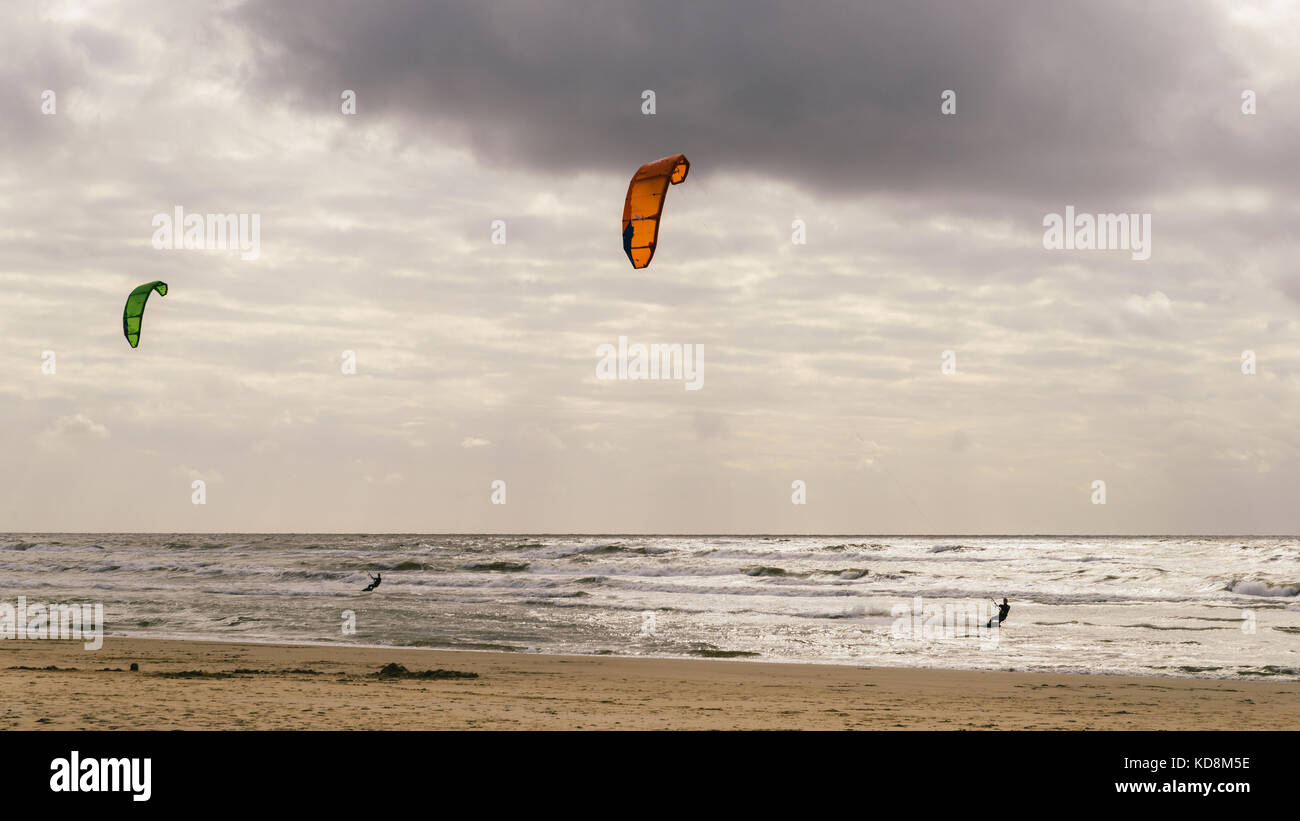 zandvoort-beach-in-the-netherlands-is-one-of-the-finest-in-holland-KD8M5E.jpg