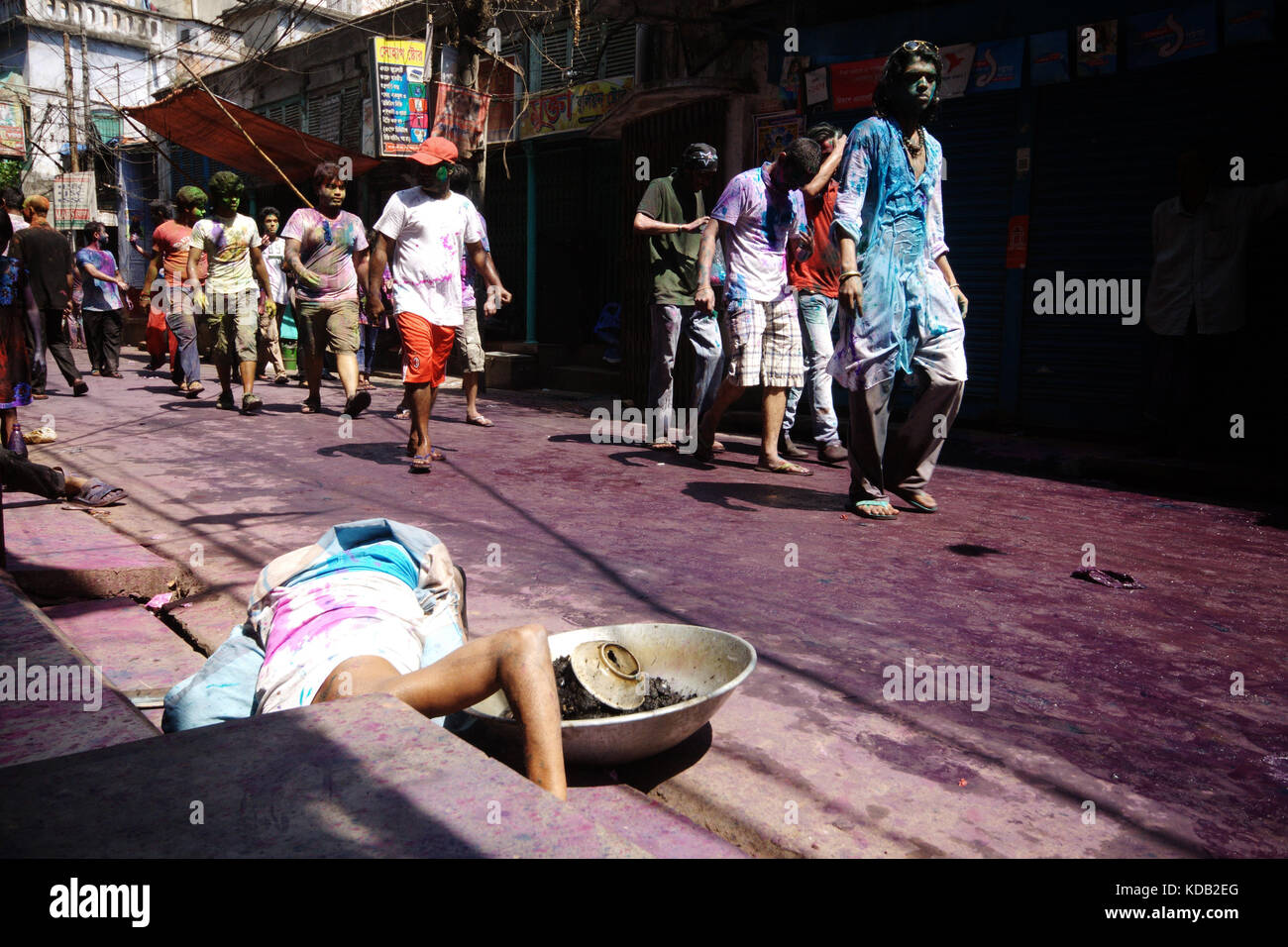holi is a great spring festival Myannmar-yangon-holi festival local people take part in a celebration for the holi festival, in yangon, myanmar, on march 2, 2018 holi festival, also known as spring festival of colors, is celebrated to mark the beginning of spring (xinhua/u aung).