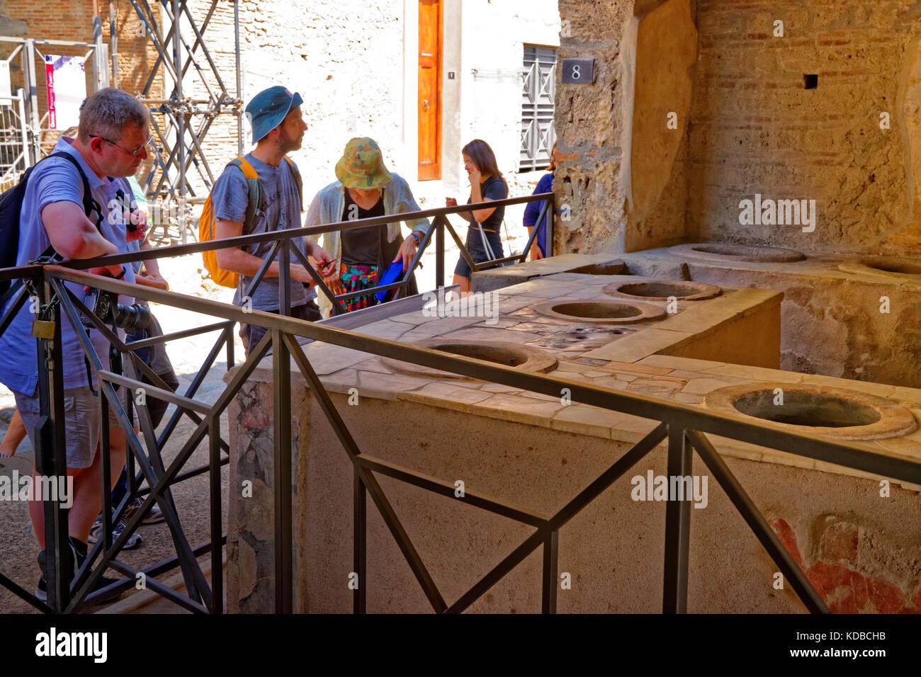 Pompeii clothing store