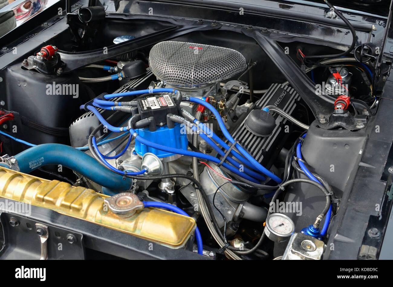 Powerful v8 engine stock photos powerful v8 engine stock - Spa torrejon de ardoz ...