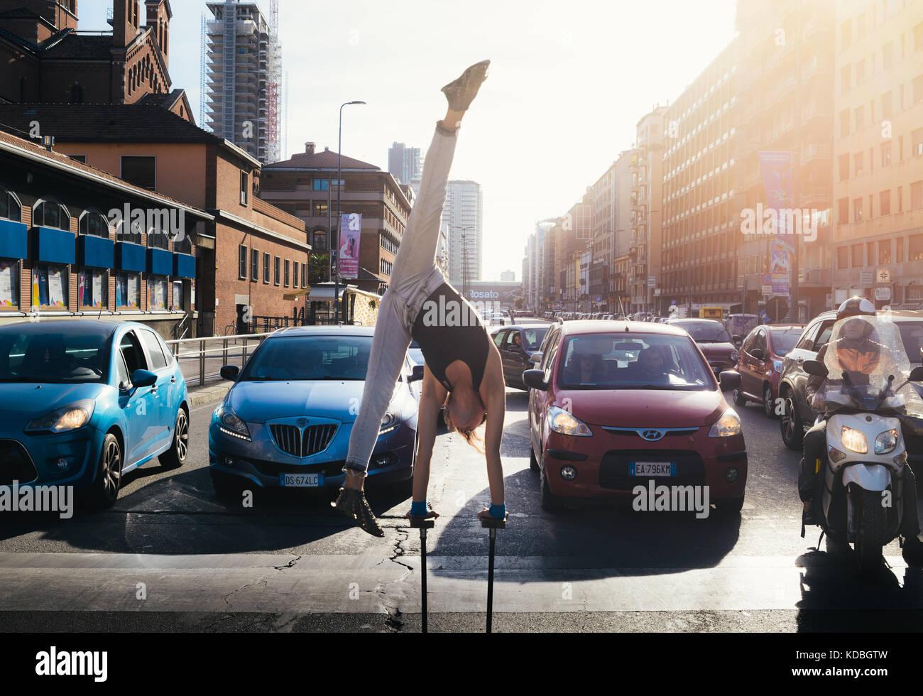 female-street-performer-on-busy-road-milan-lombardy-italy-KDBGTW.jpg