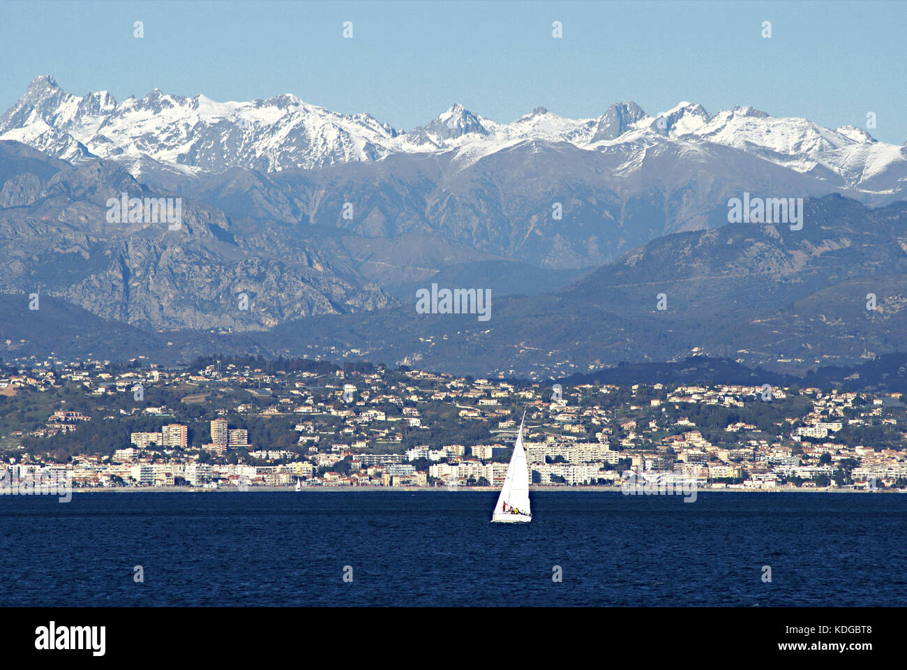 winter-view-of-the-coastline-close-to-the-city-of-nice-france-between-KDGBT8.jpg