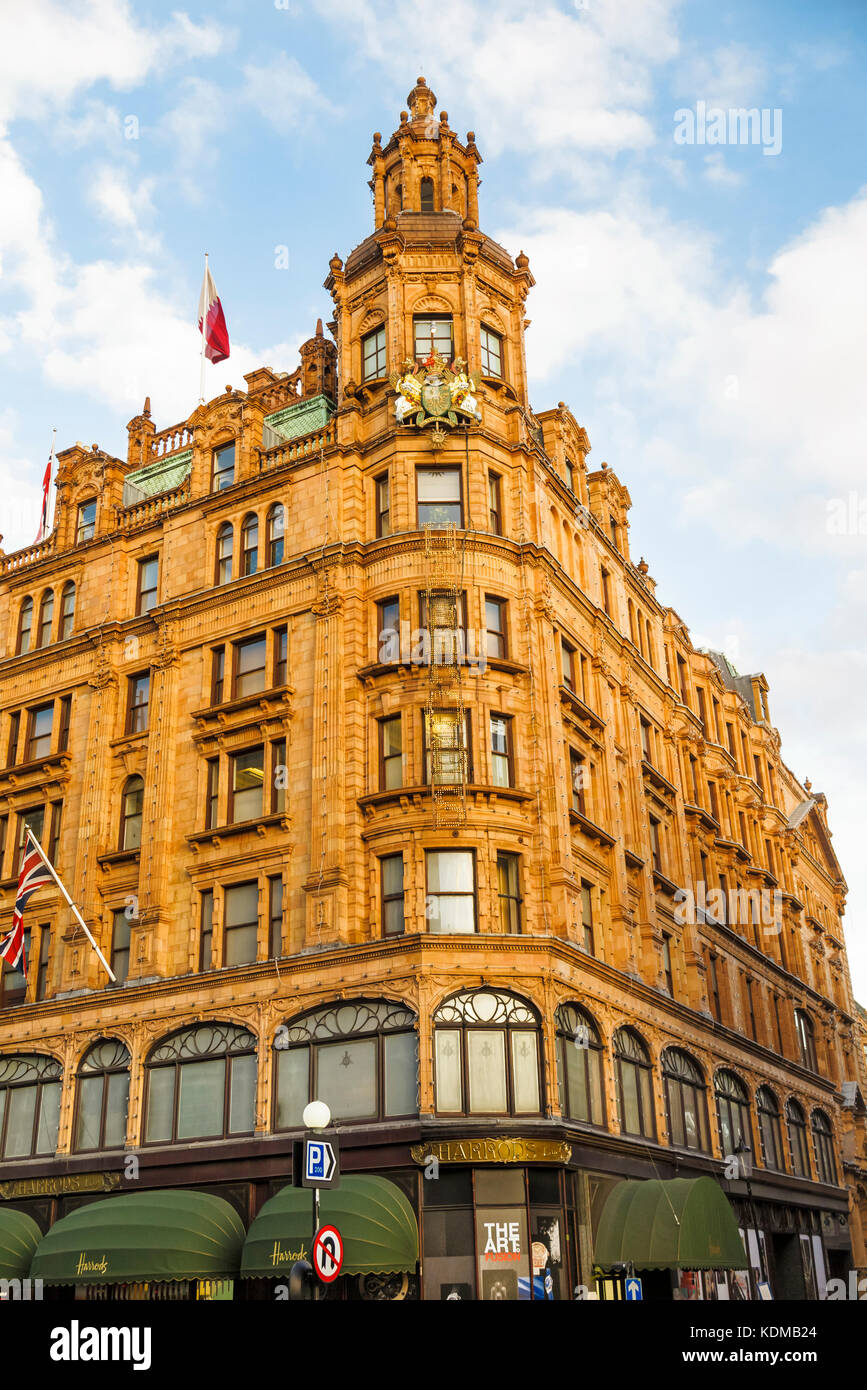 Harrods london shopping stock photos harrods london for The knightsbridge