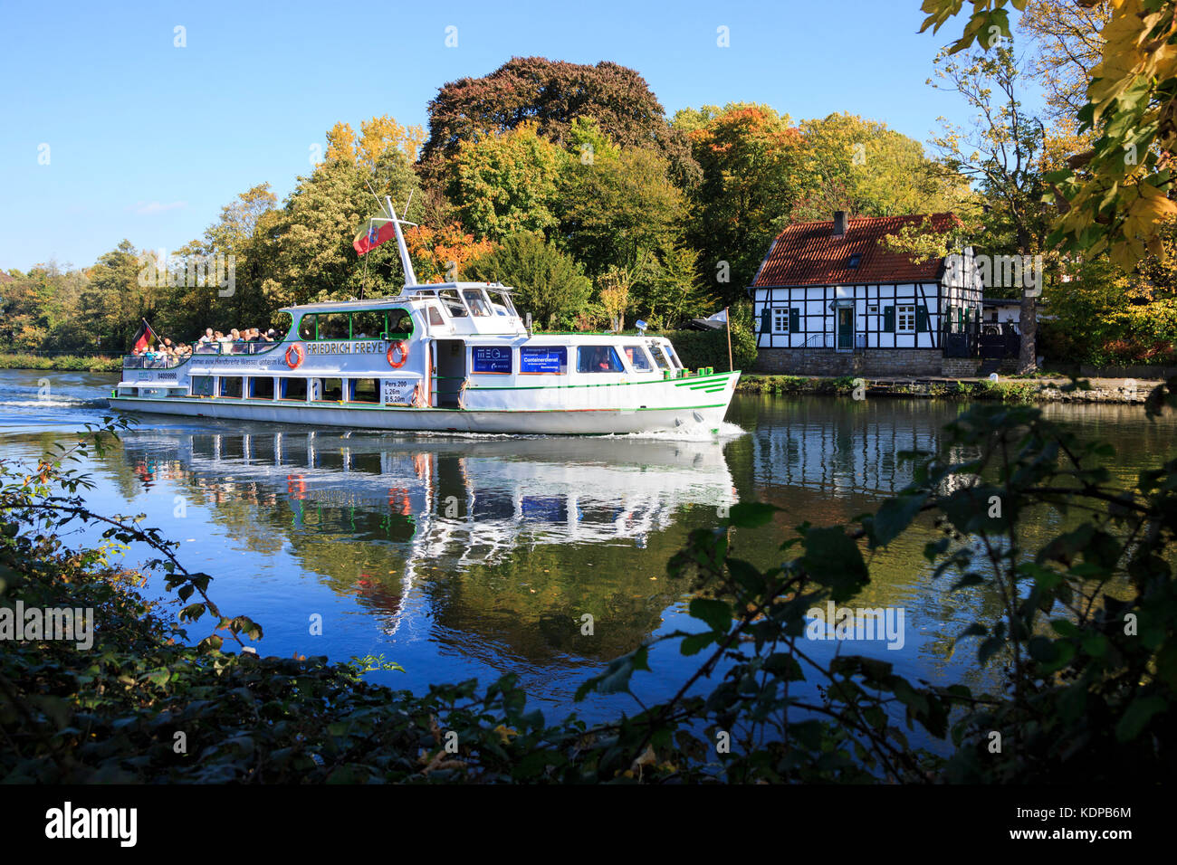 excursion-boat-of-weisse-flotte-on-the-r