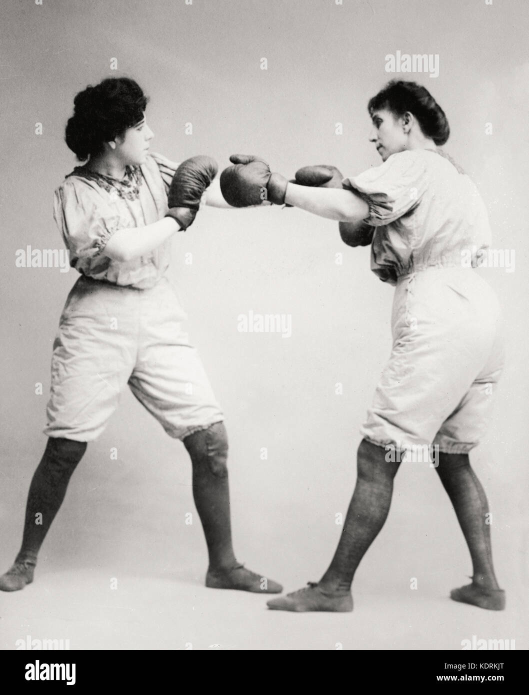 Bennett sisters boxing, circa 1910 - Stock Image