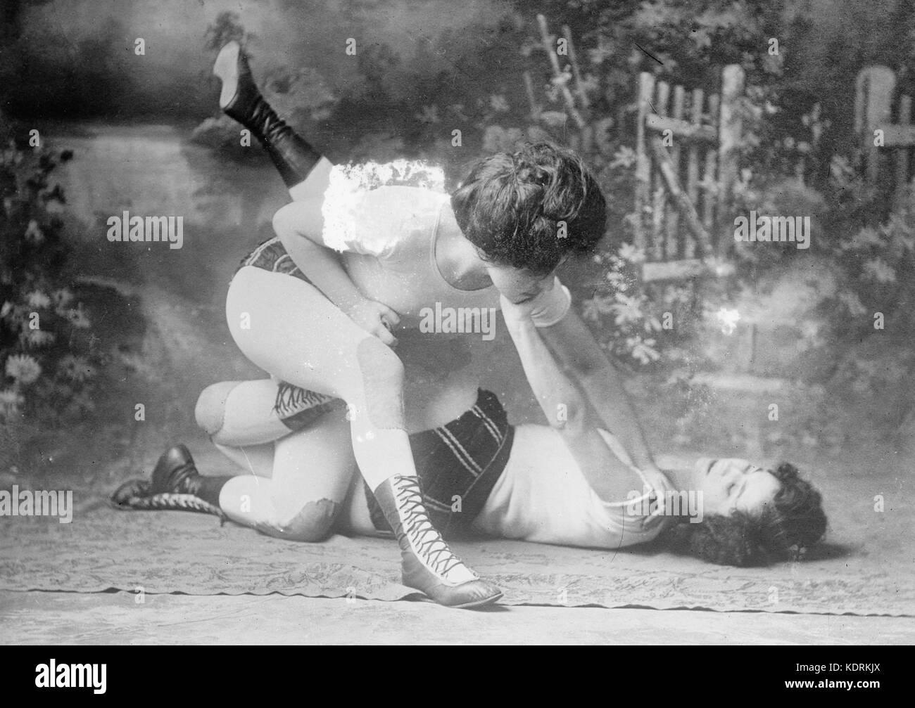 Bennett sisters wrestling, circa 1910 - Stock Image