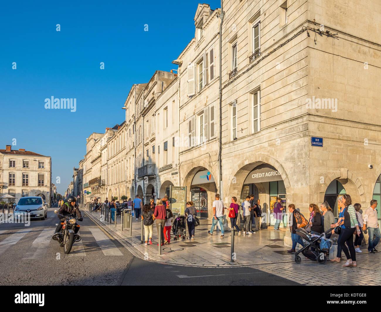 Tourists in shopping arcades, Rue Albert 1er, La Rochelle, France. - Stock Image