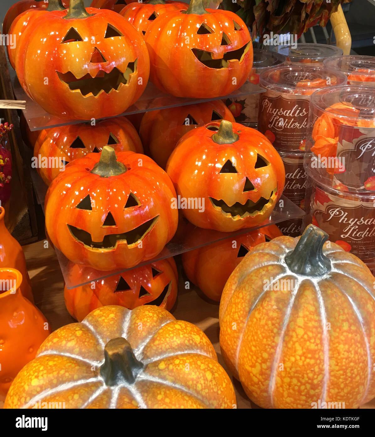 Halloween celebrations - jack-o-lantern and pumpkins - Stock Image
