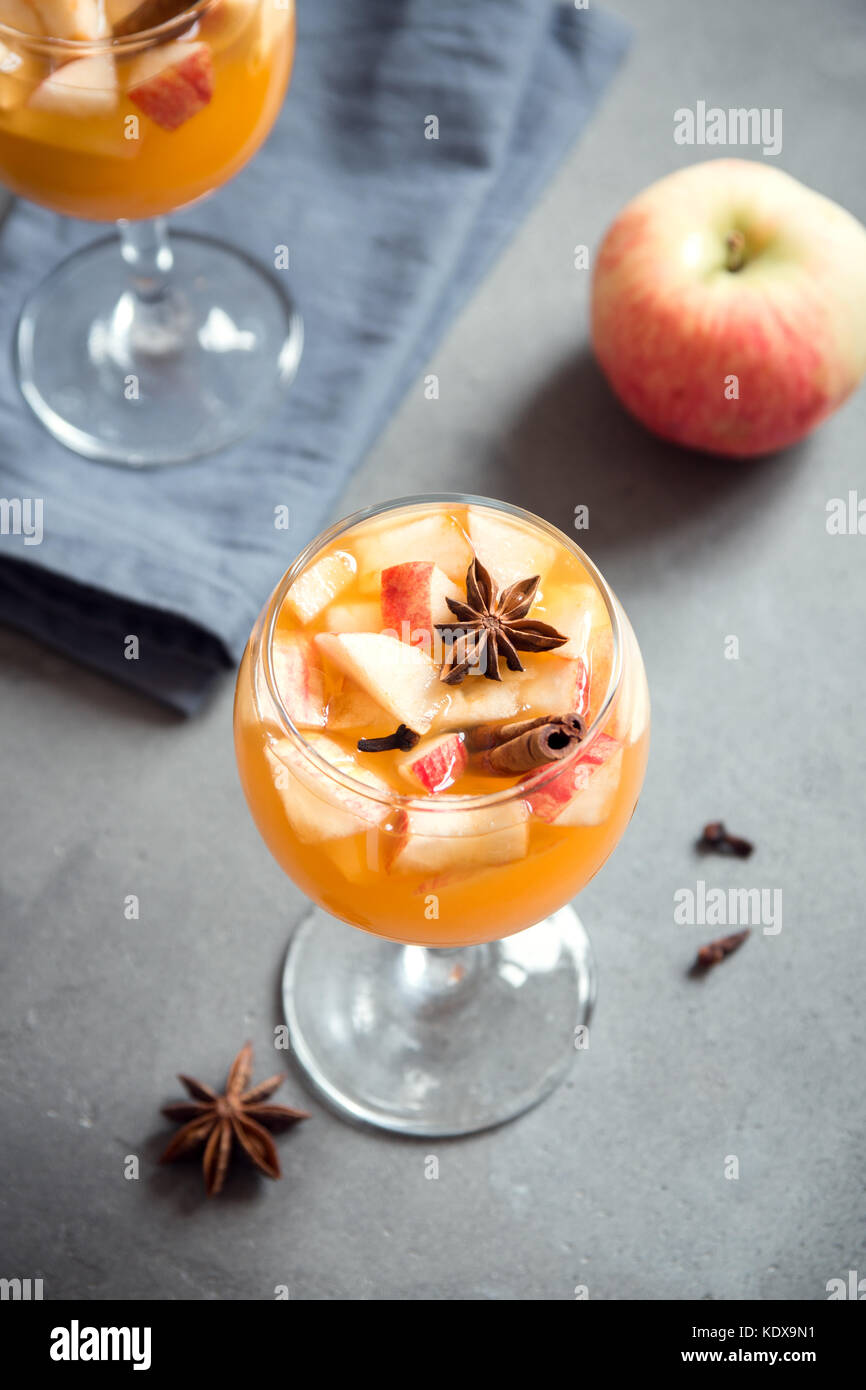 Homemade sangria (apple cider, punch, fruit wine) for autumn and winter holidays - festive Christmas, Thanksgiving - Stock Image