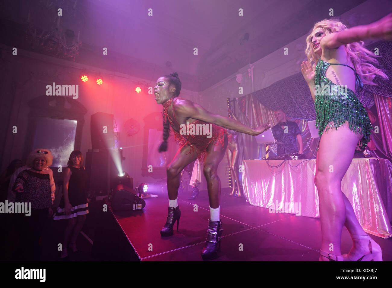 Indian women club night transvestite too, she