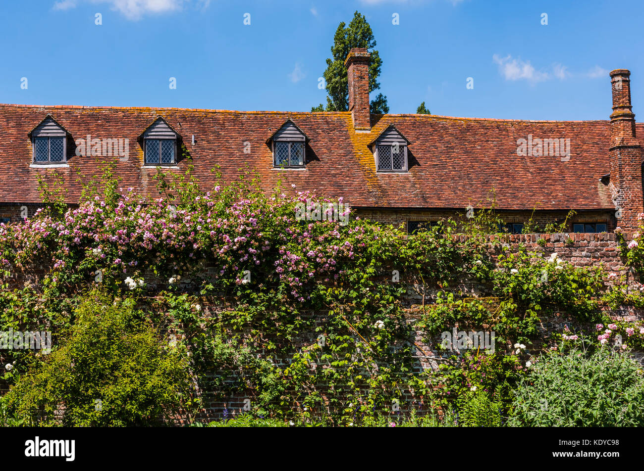 Glorious blue skies and tiled roof at Sissinghurst Gardens, Kent, UK - Stock Image