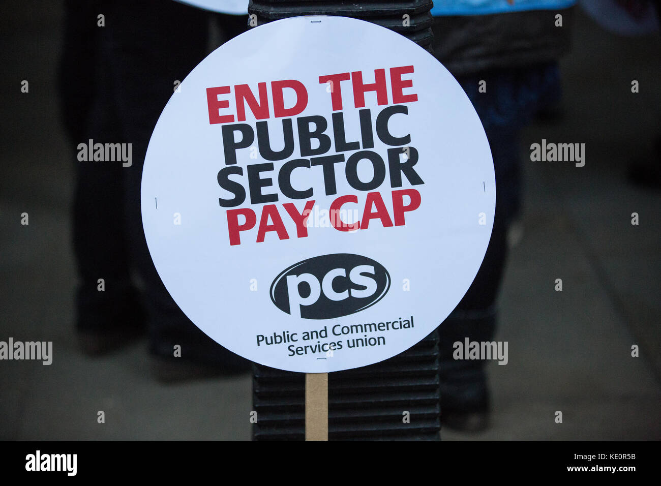 London, UK. 17th Oct, 2017. A placard calling for an end to the public sector pay cap used by trade union members - Stock Image