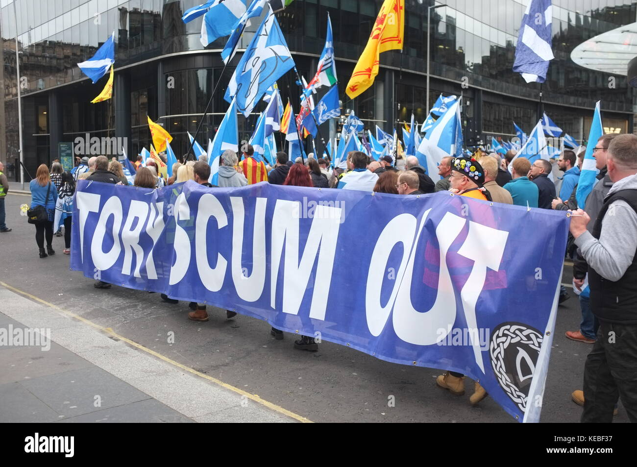 'Tory Scum Out' banner, Pro-independence rally organised by Hope Over Fear, Glasgow, Scotland, United Kingdom. - Stock Image