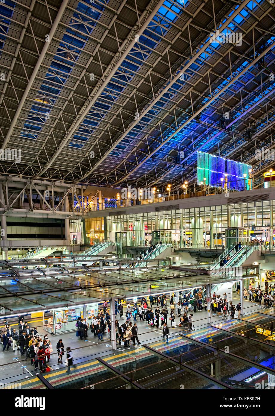 Japan, Honshu island, Kansai, Osaka, the railway station, the platforms. - Stock Image