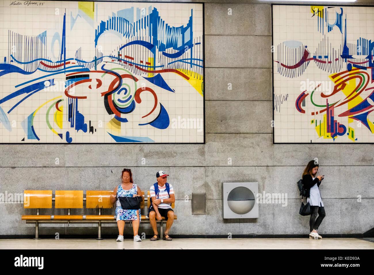 Lisbon Portugal Metro Lisboa public transportation mass transit Restauradores subway station platform commuters - Stock Image