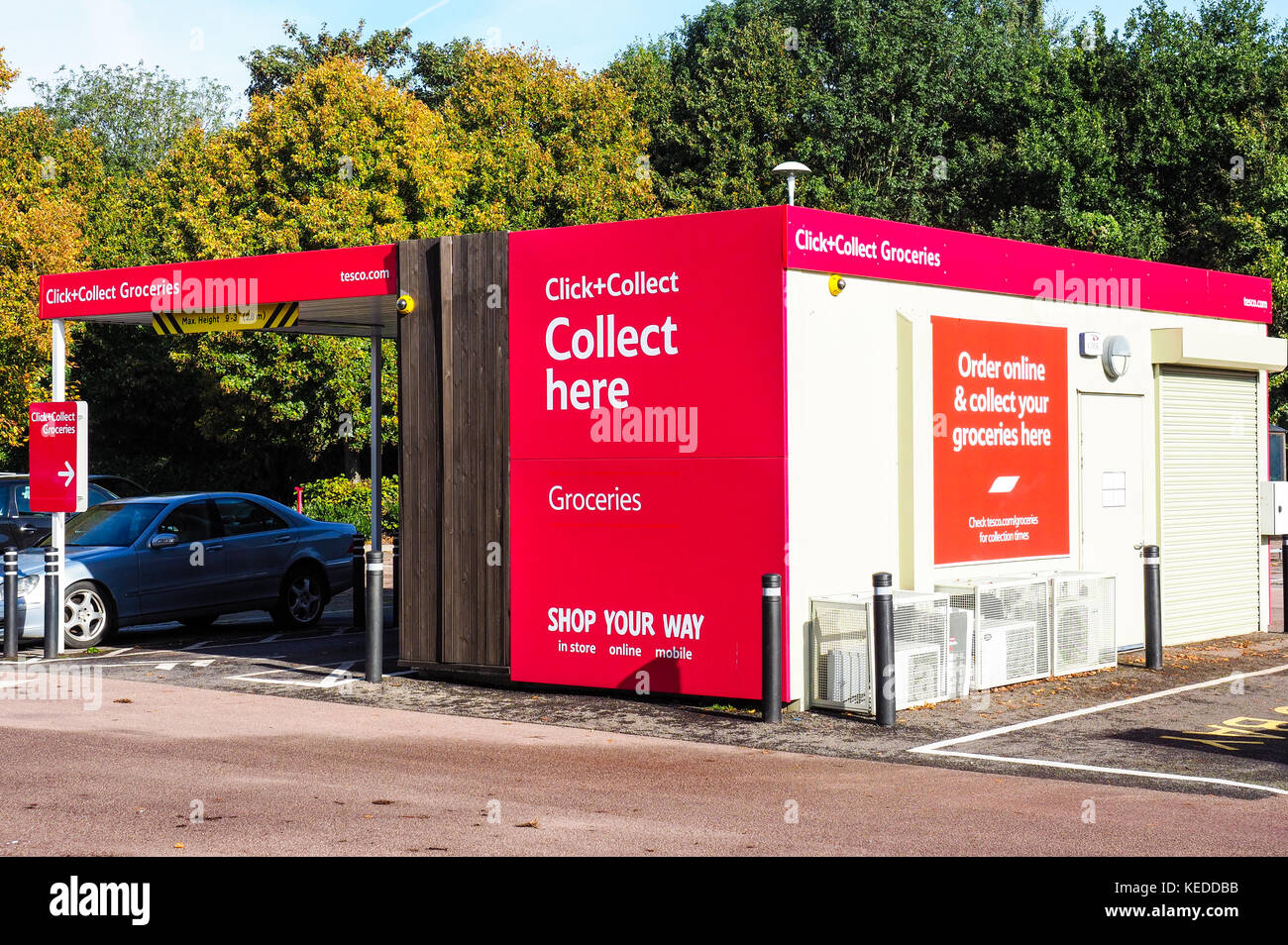 tesco click and collect stock photos tesco click and collect stock images alamy. Black Bedroom Furniture Sets. Home Design Ideas