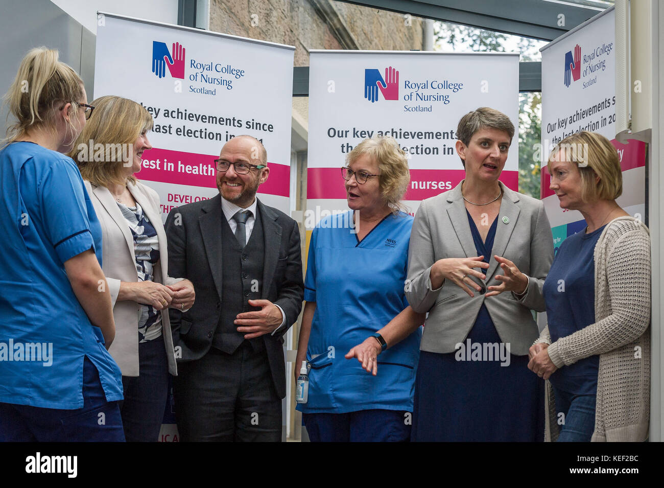 Edinburgh, UK. 20th Oct, 2017. Patrick Harvie, Maggie Chapman and Alison Johnstone talk with nurses about pay pressures - Stock Image