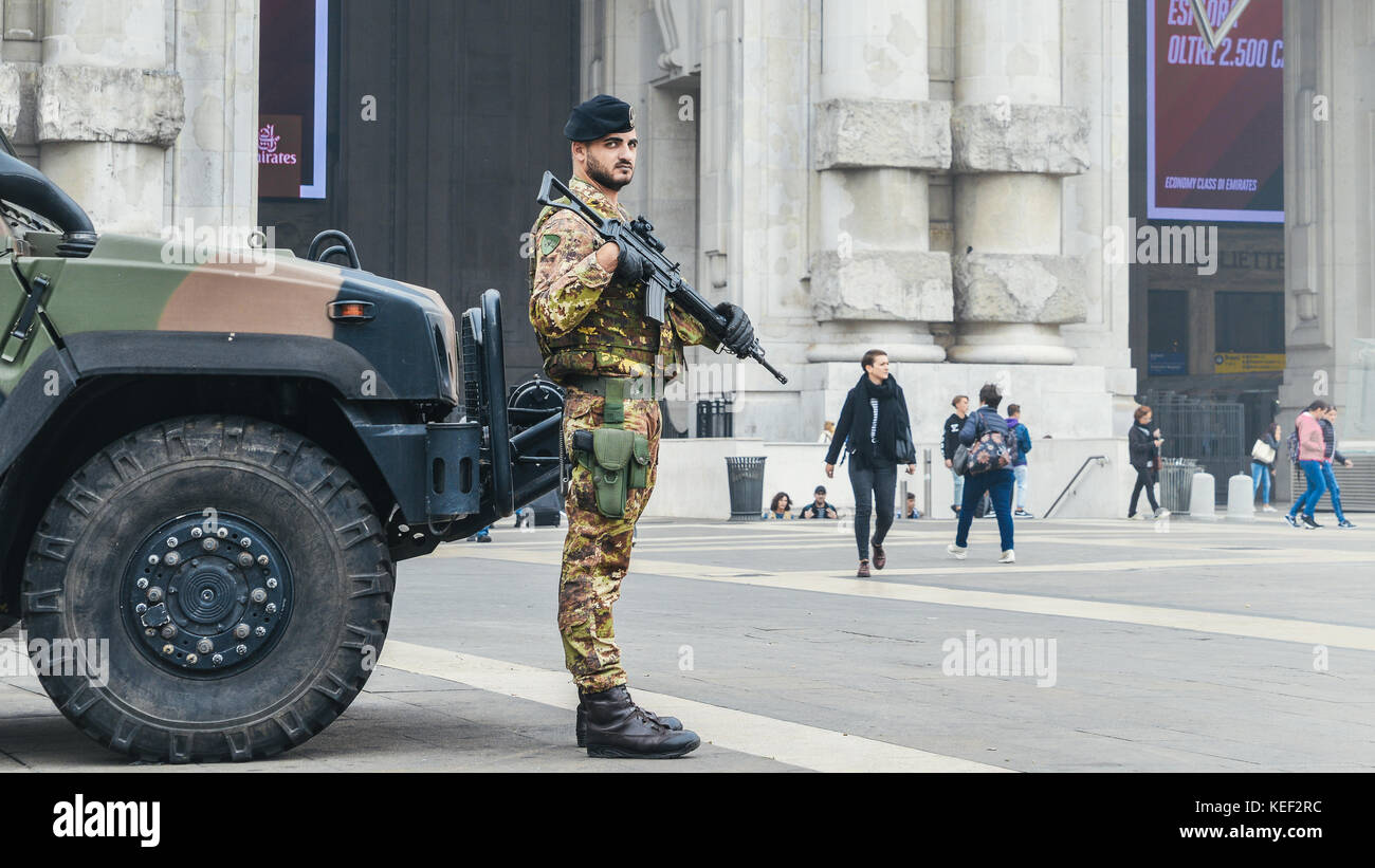 milan-italy-20th-oct-2017-an-italian-army-soldier-stands-on-guard-KEF2RC.jpg