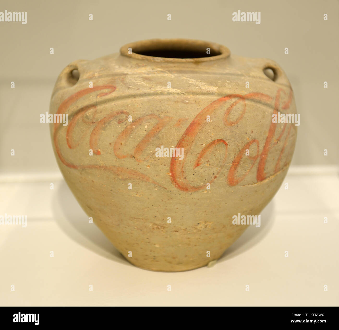 Han Dynasty Urn With Coca-Cola logo, 1993 by Chinese artist Ai Weiwei - Stock Image