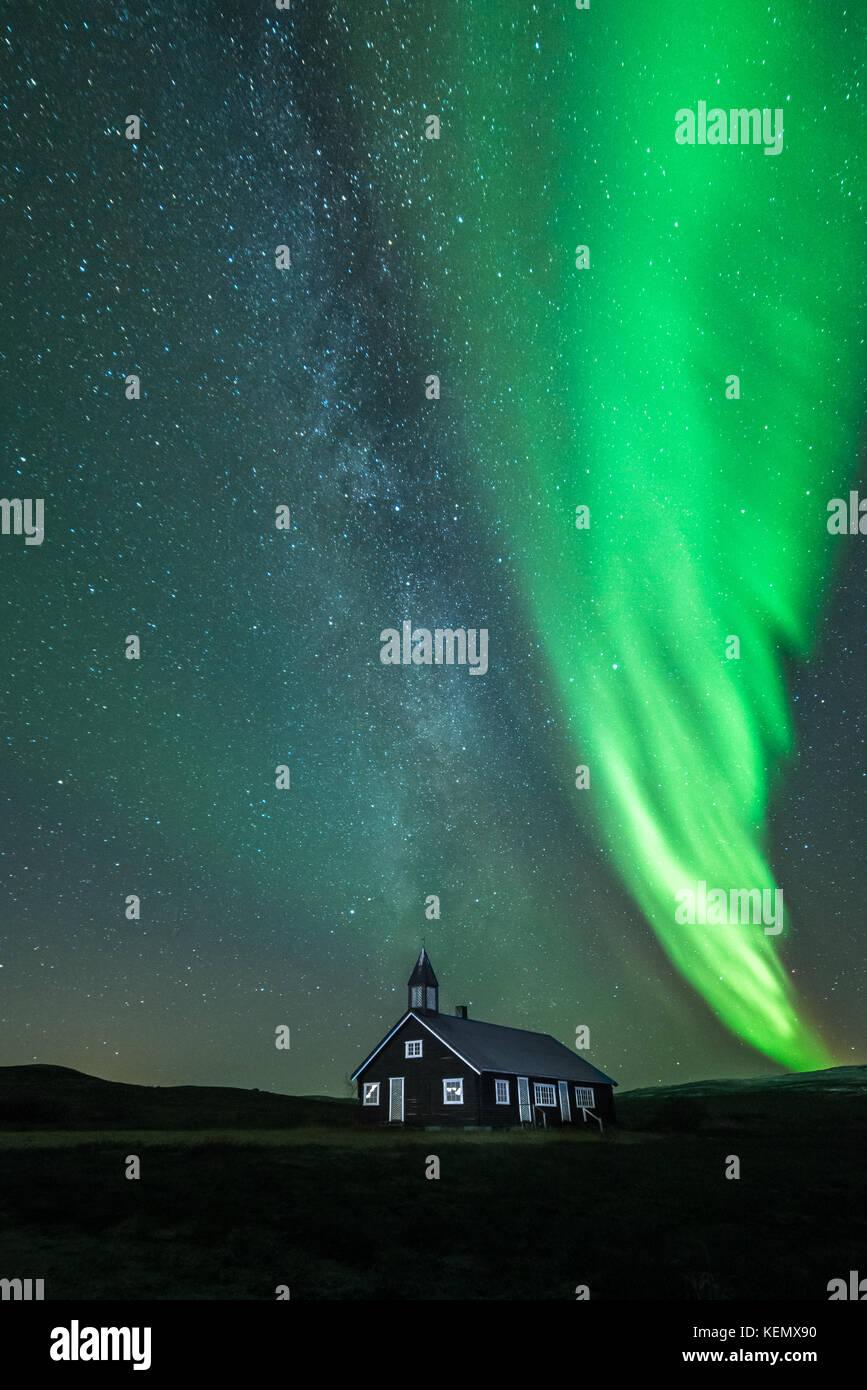 northern-lights-aisaroaivi-chapel-milkyw