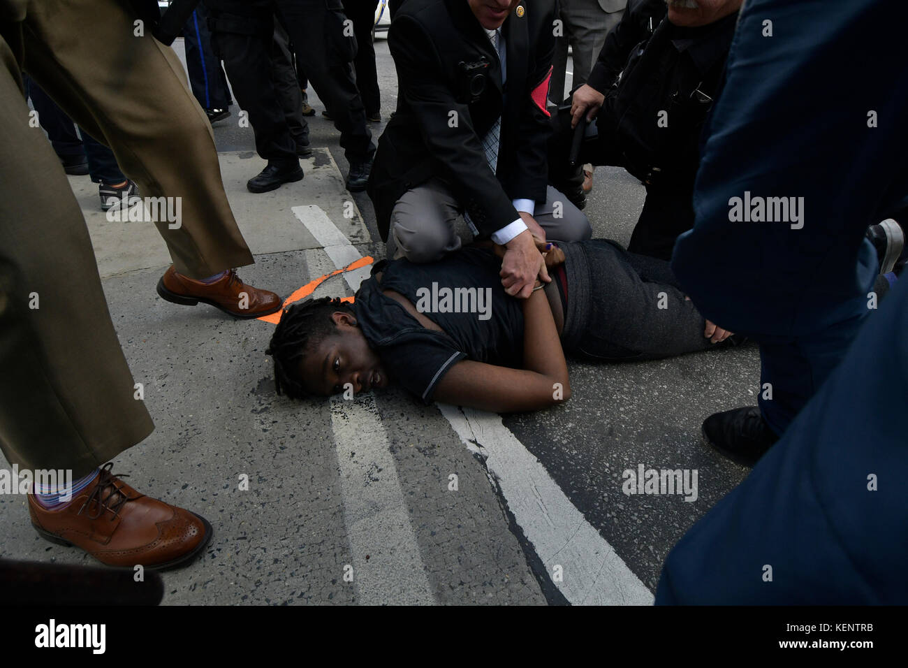 Philadelphia, PA., USA. 21st October, 2017. Protestors with REAL Justice Philadelphia confront police  on October - Stock Image