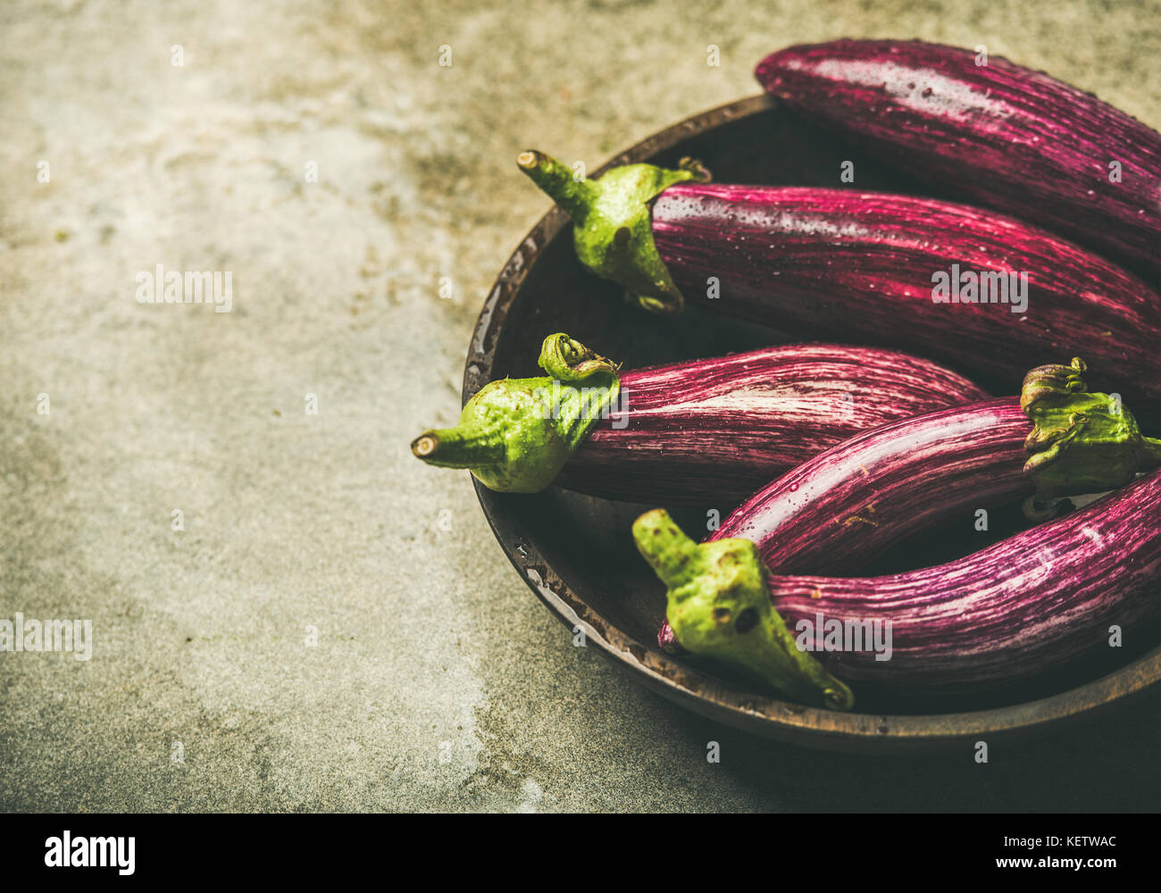 Fresh raw Fall harvest purple eggplants, copy space - Stock Image