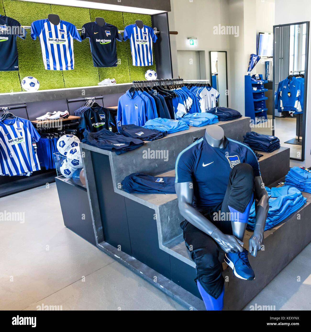 bundesliga football club stock photos bundesliga football club stock images alamy. Black Bedroom Furniture Sets. Home Design Ideas