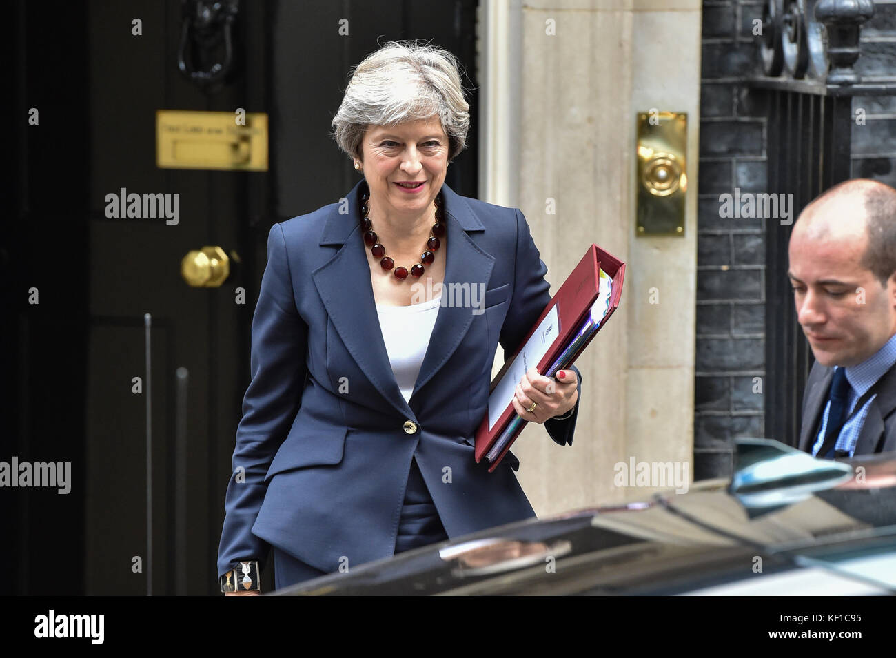 London, United Kingdom. 25th Oct, 2017. Prime Minister Theresa May leaves 10 Downing Street bound for the House - Stock Image