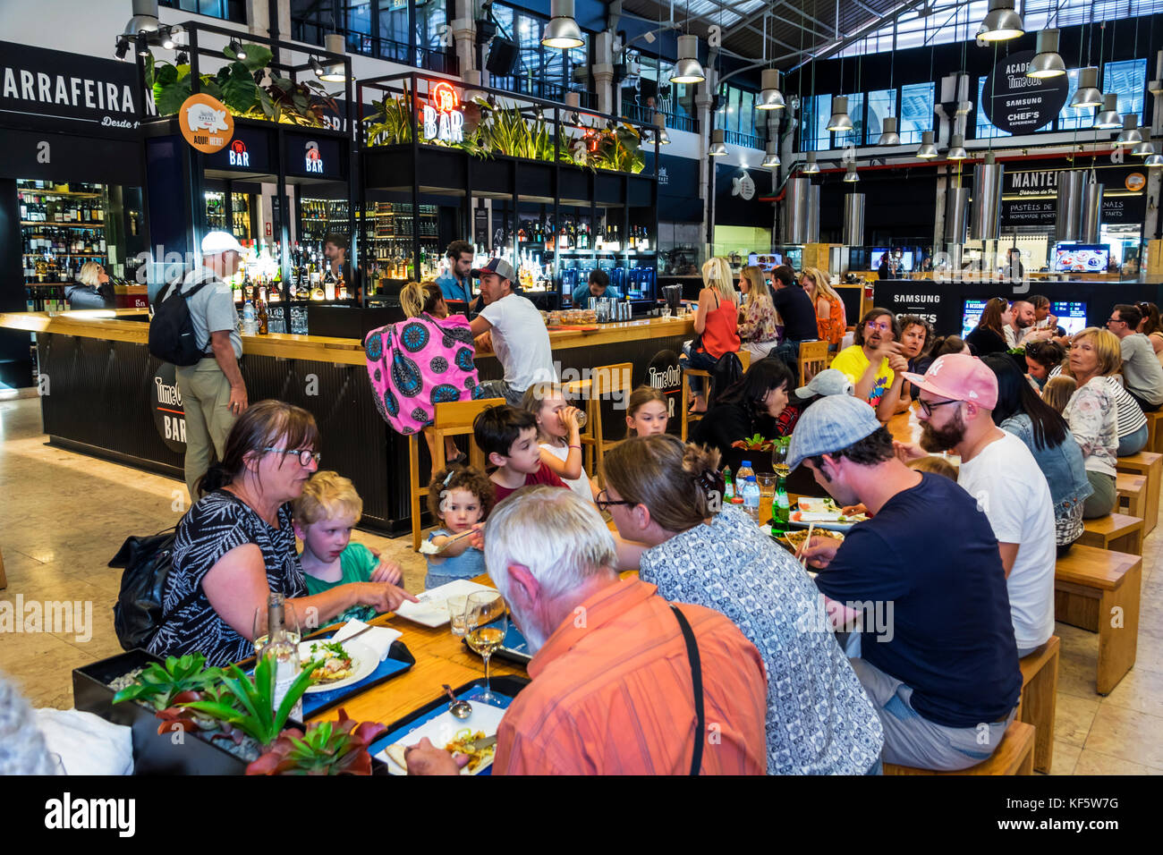 Lisbon Portugal Cais do Sodre Mercado Da Ribeira Time Out Market market hall food court dining tables crowded busy - Stock Image