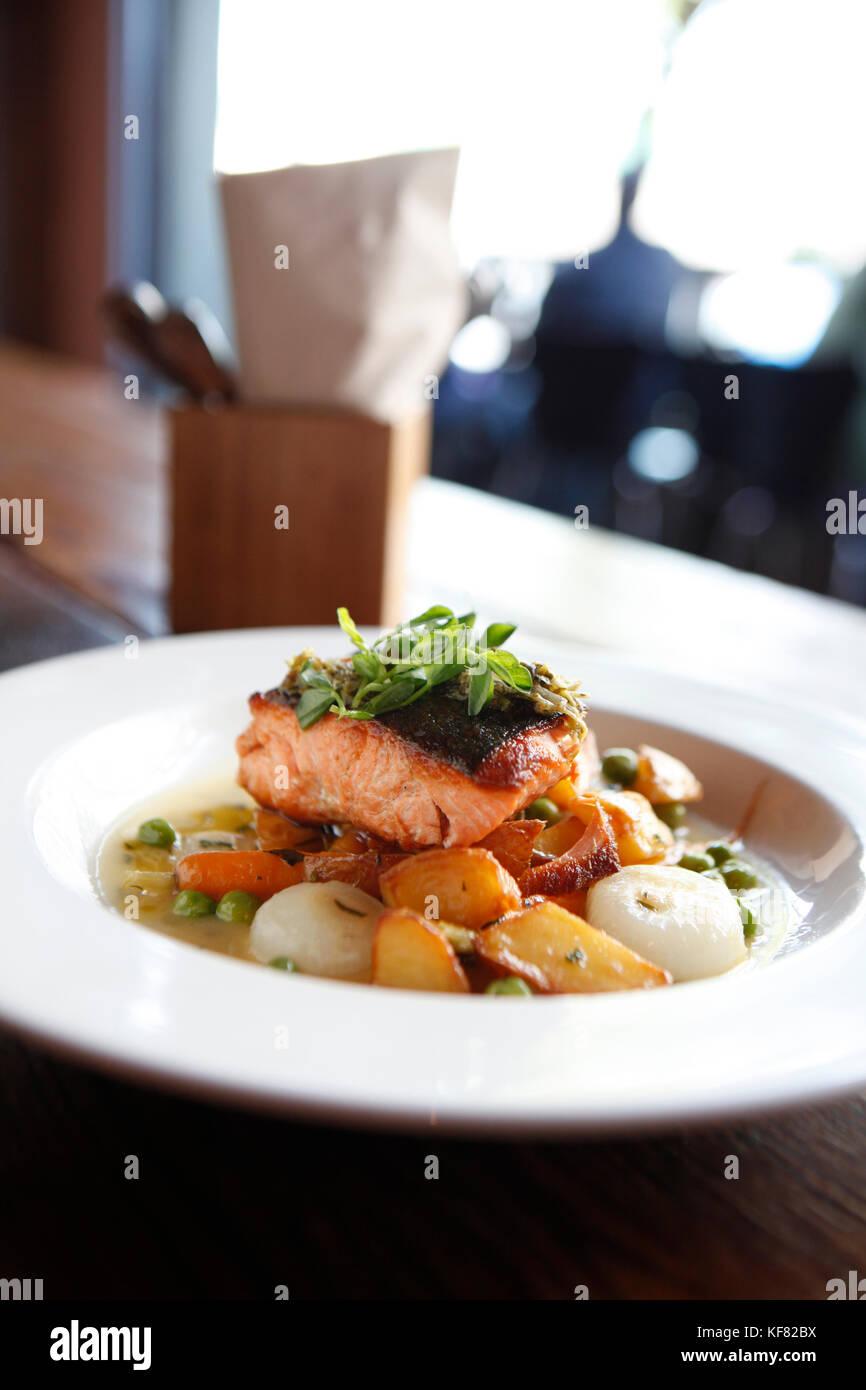 USA, California, Oakland, Chop Bar, Local King Salmon, English Peas, baby carrots, crispy potatoes, cipollini onions, - Stock Image