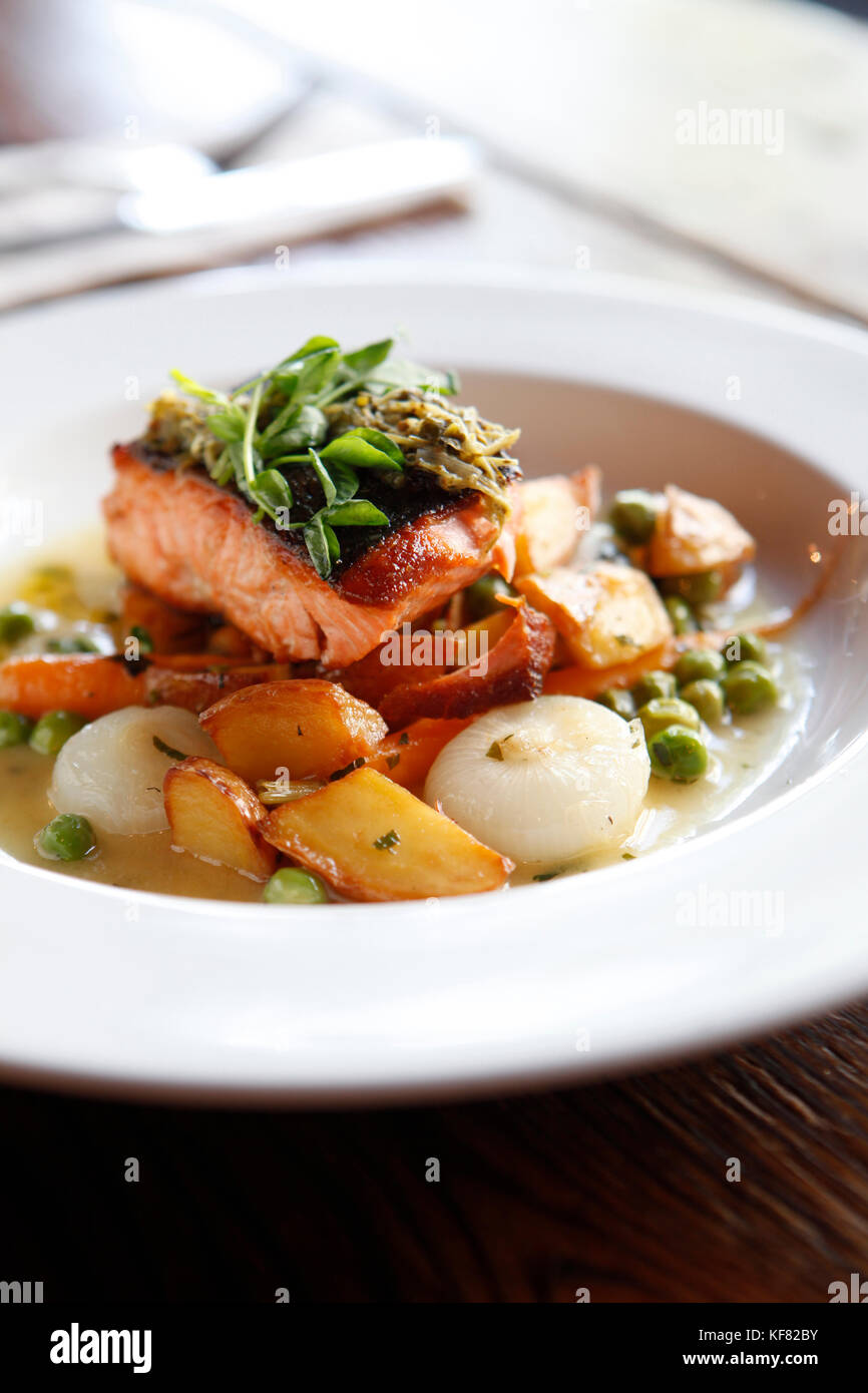 USA, California, Oakland, Chop Bar, Local King Salmon, English Peas, baby carrots, crispy potatoes, cipollini onions, - Stock Image