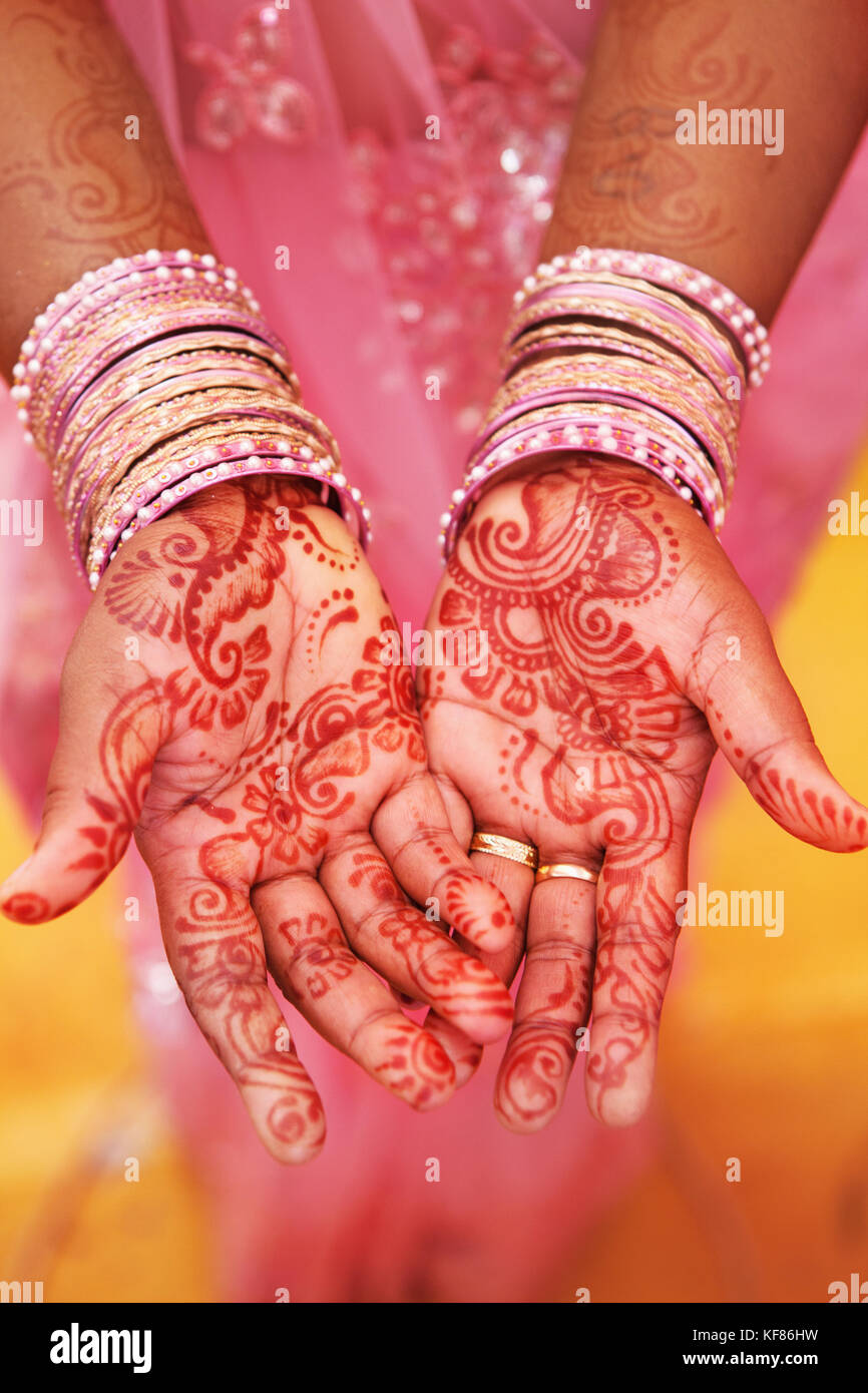 MAURITIUS, mehndi or henna designs cover the hands of women at a Hindu wedding in the town of Surina - Stock Image