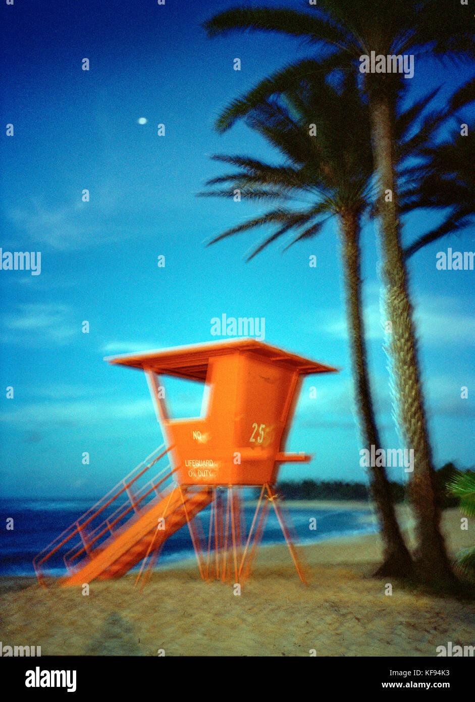 USA, Hawaii, Oahu, lifeguard tower at Sunset Beach - Stock Image