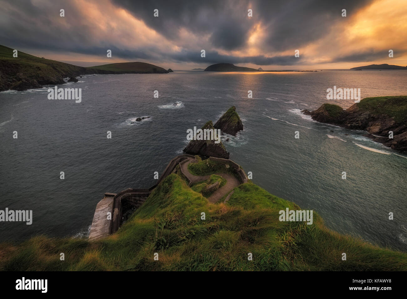 Amazing coast line at Dingle- Dun Chaoin Pier, Dunquin, Ireland - Stock Image