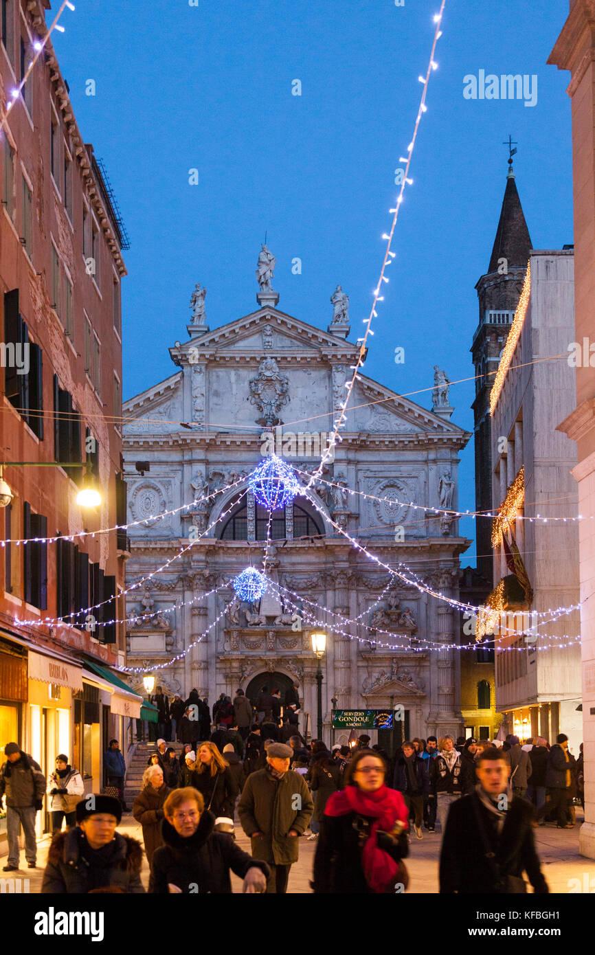 ITALY, Venice. Christmas decorations hangs over Campo San Moise along Calle Larga XXII Marzo. The Chiesa di San - Stock Image